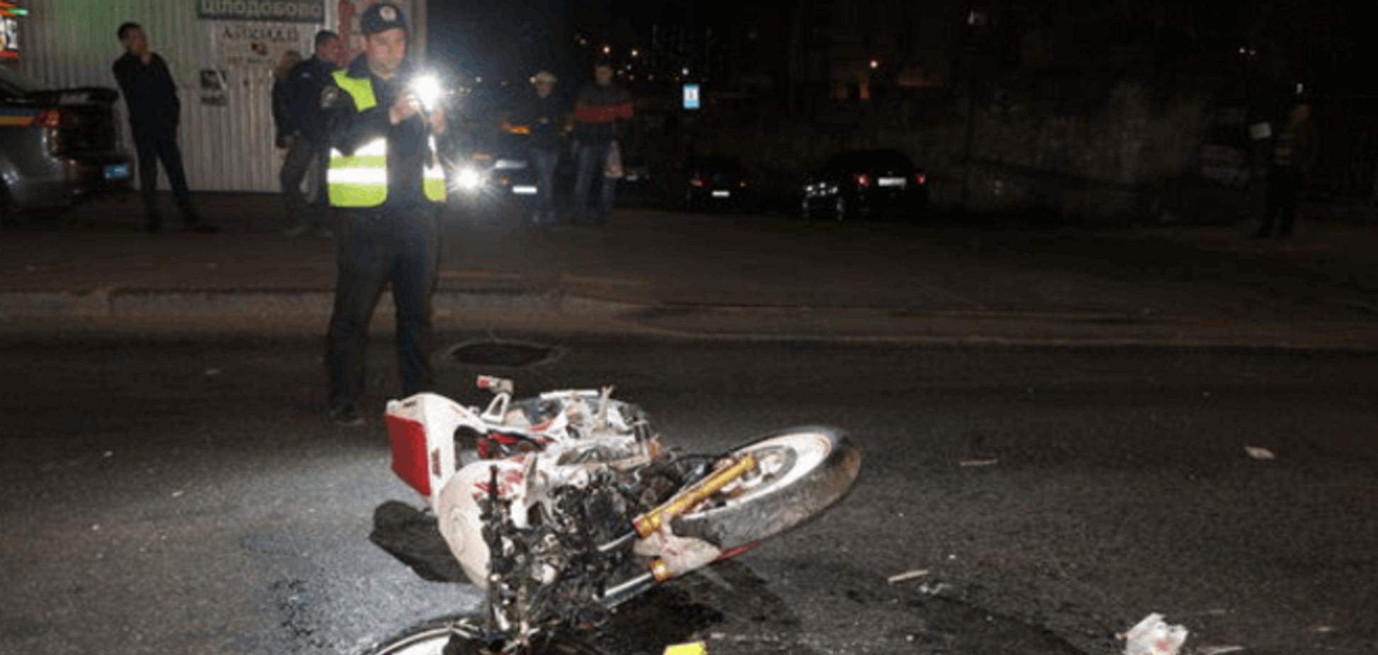 Смертельное ДТП в Киеве: 23-летний мотоциклист погиб, протаранив два авто