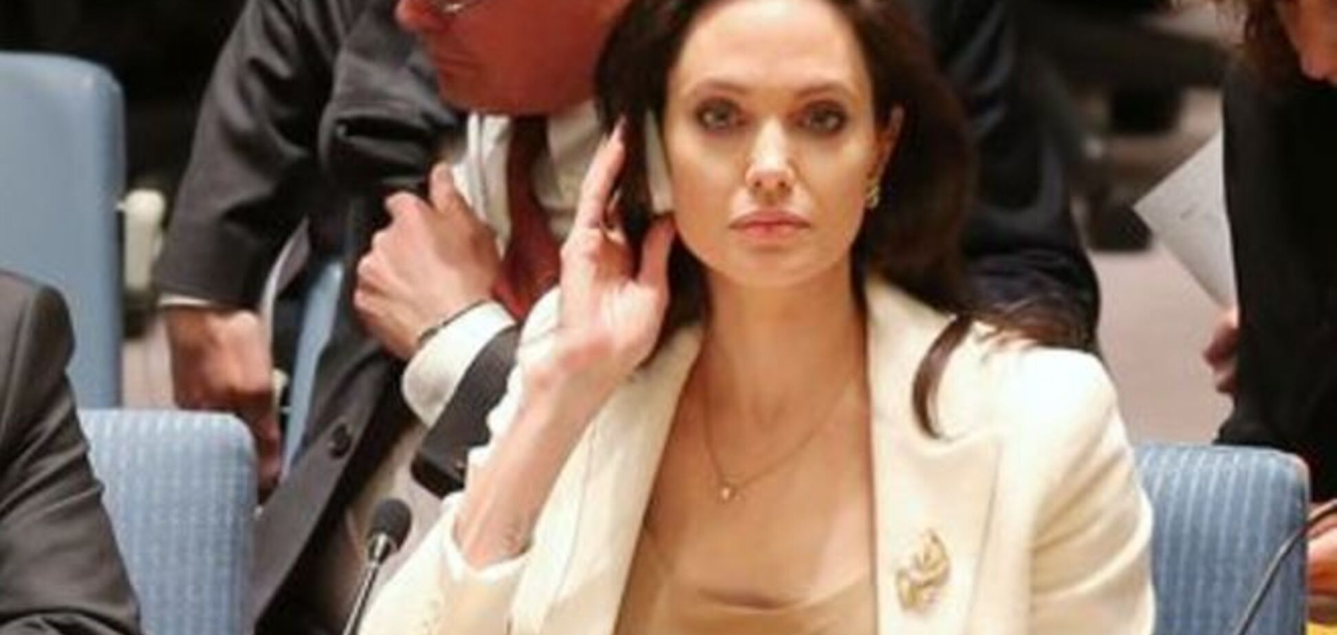 Анджелина Джоли появилась на заседании ООН без нижнего белья