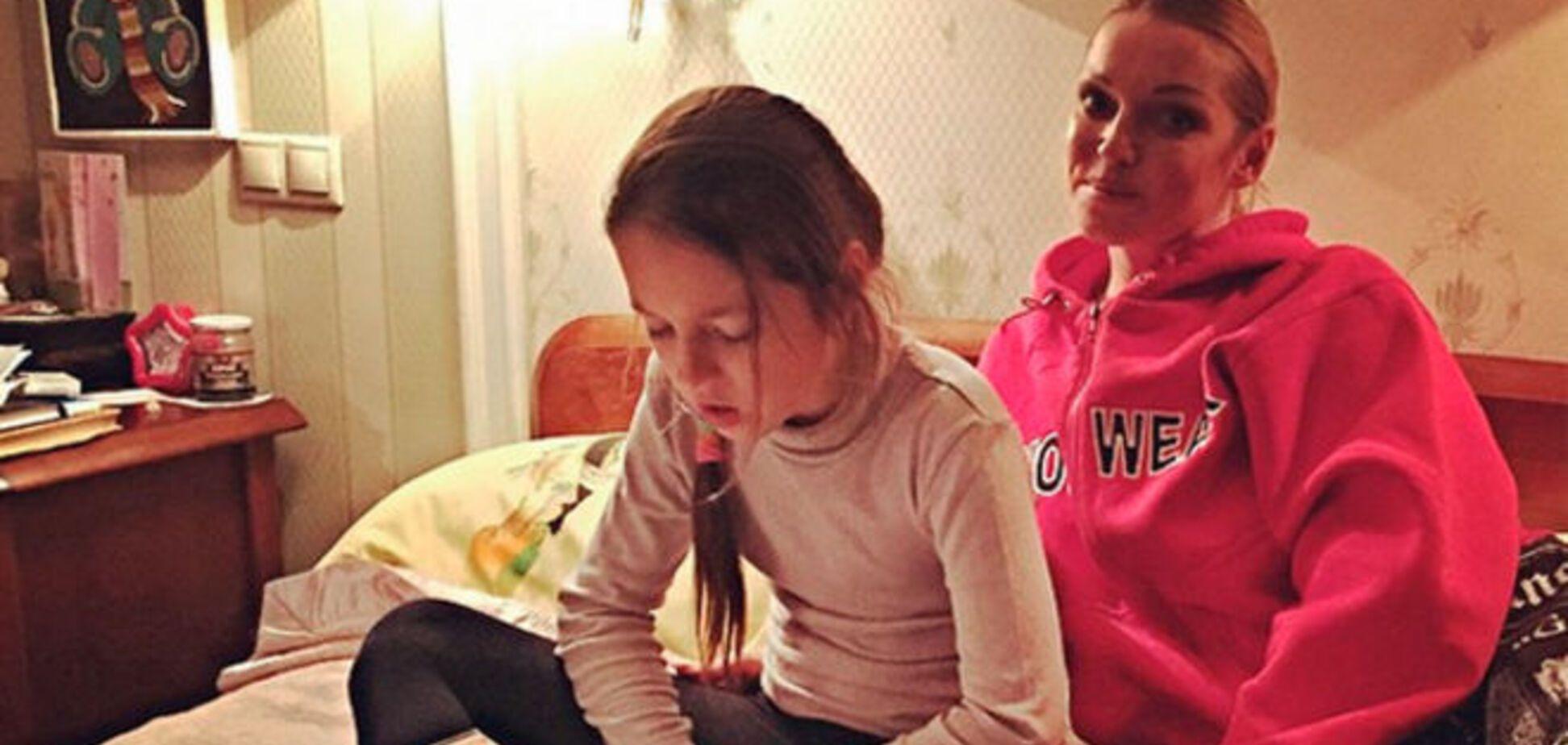 Анастасия Волочкова пьет и курит при дочери