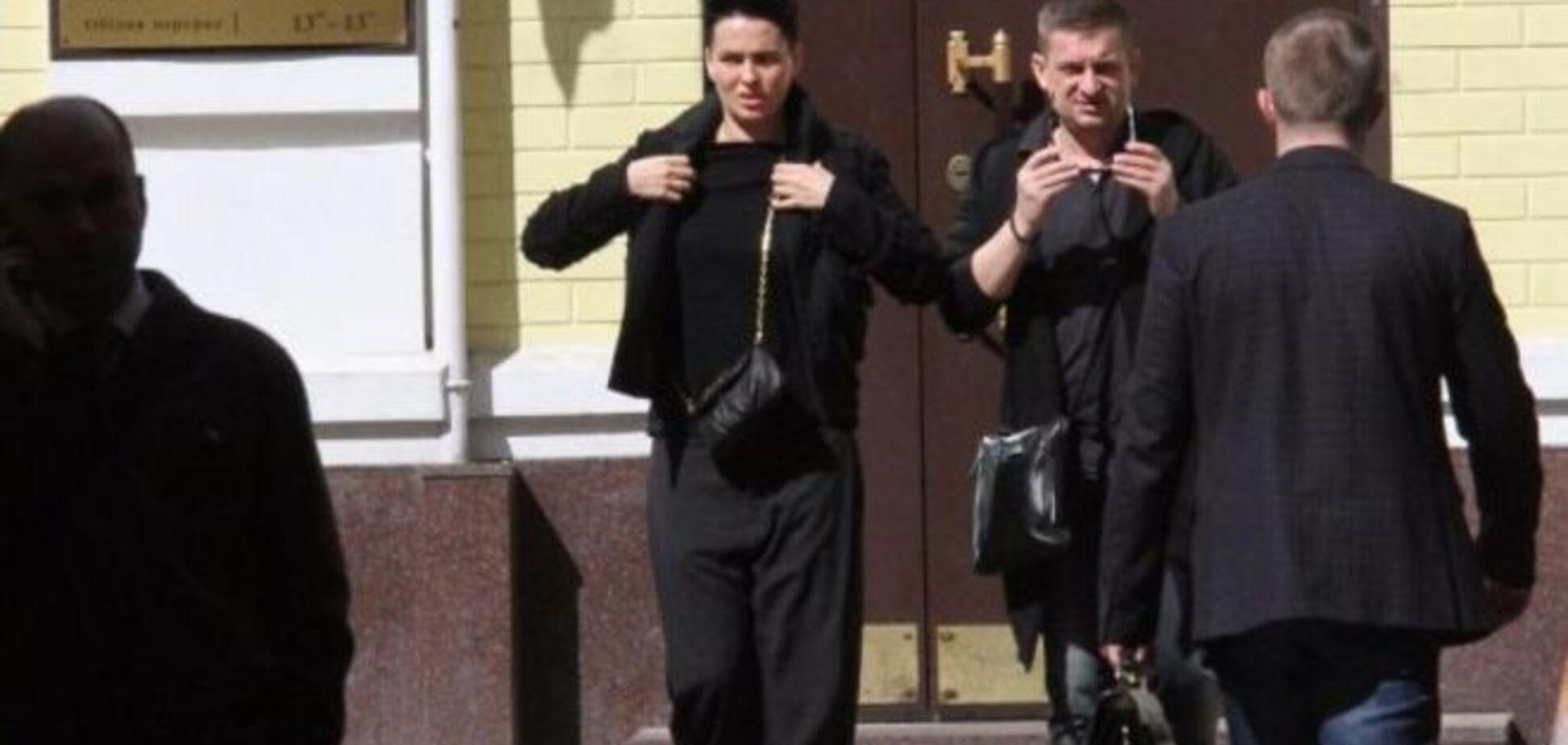 Даша Астафьева без макияжа час просидела в очереди в Печерском суде