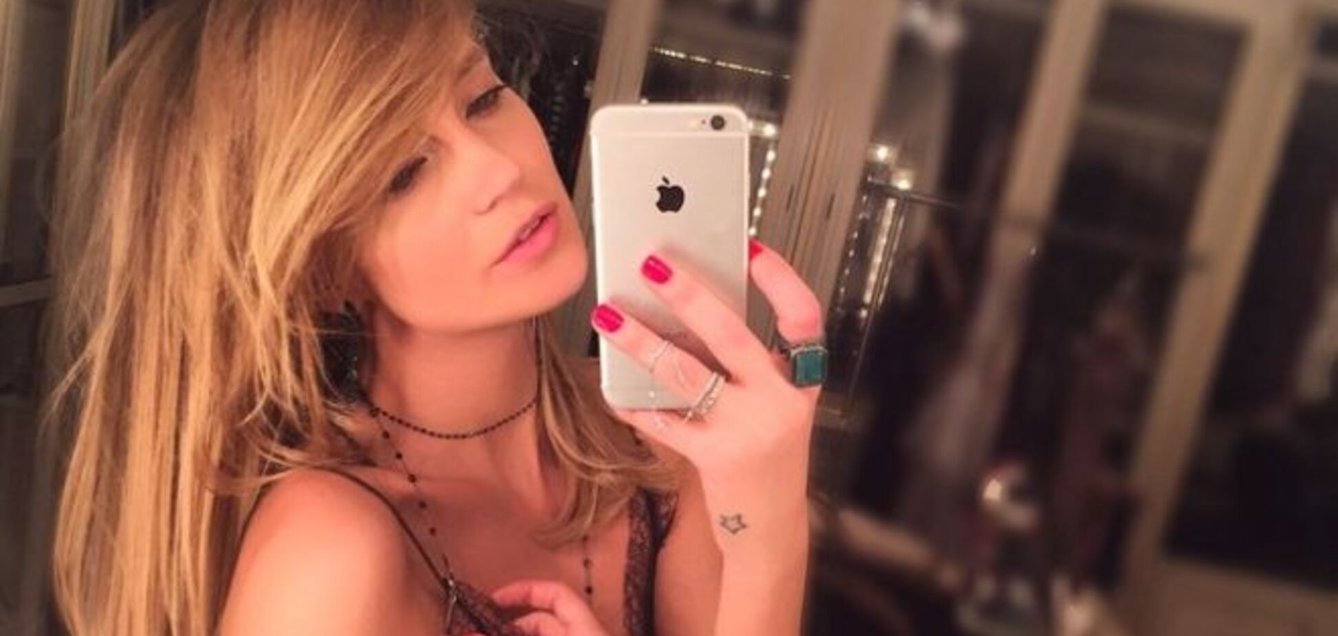 Певицу Глюкозу раскритиковали за 'сексуальную ночнушку' вместо платья