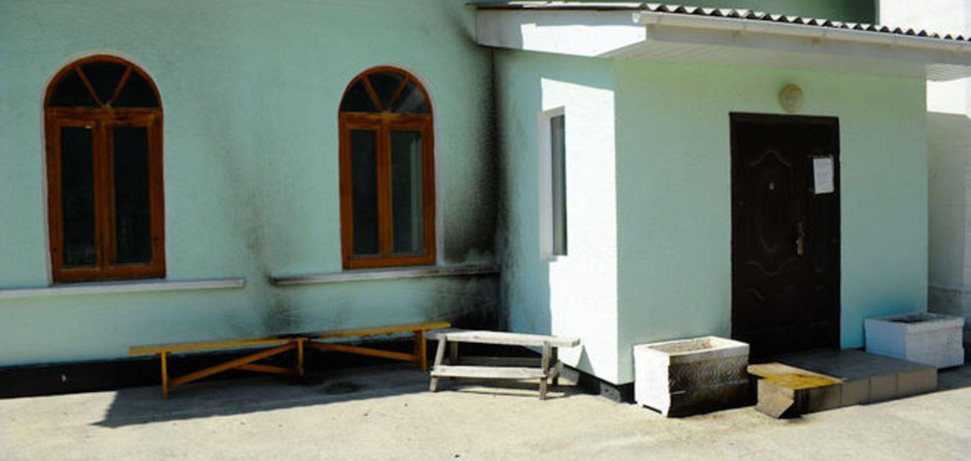 В Крыму мечеть забросали 'коктейлями Молотова': фотофакт
