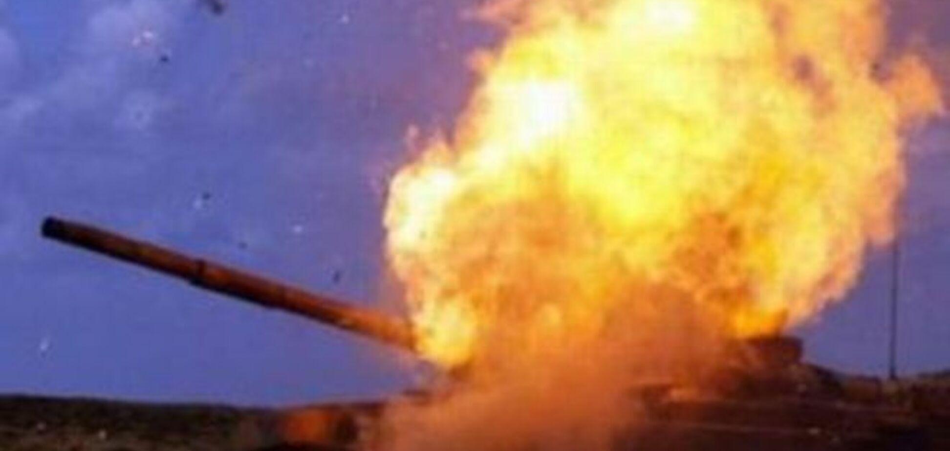 Не витримала: російська САУ спалахнула сама собою і вибухнула у військовому таборі в Ростові