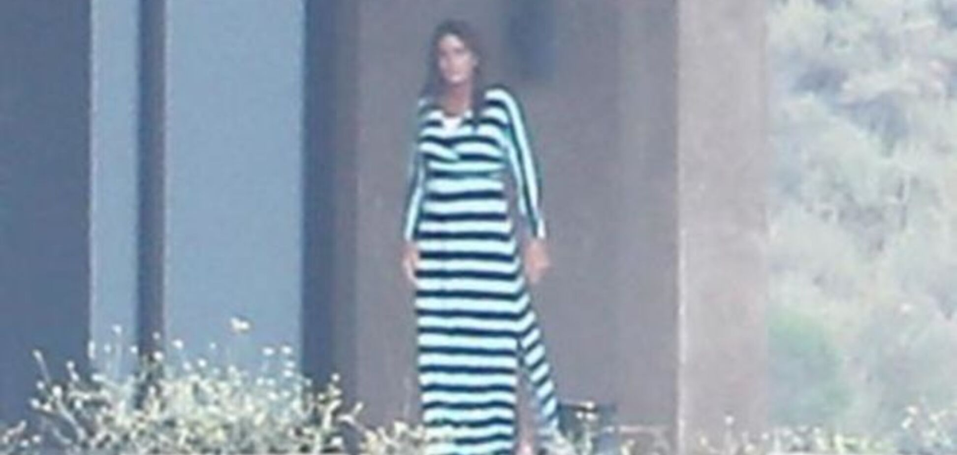 Меняющий пол отчим Ким Кардашьян начал носить женские платья