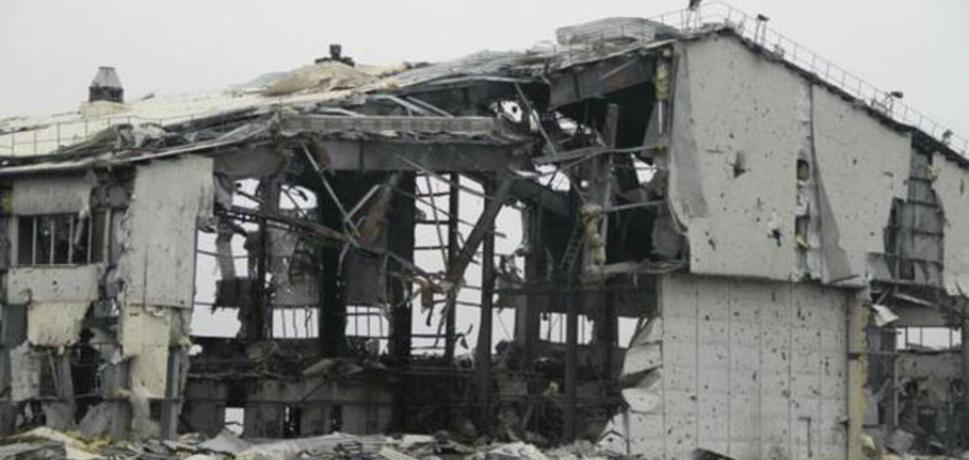 Как руины донецкого аэропорта пережили зиму: фоторепортаж