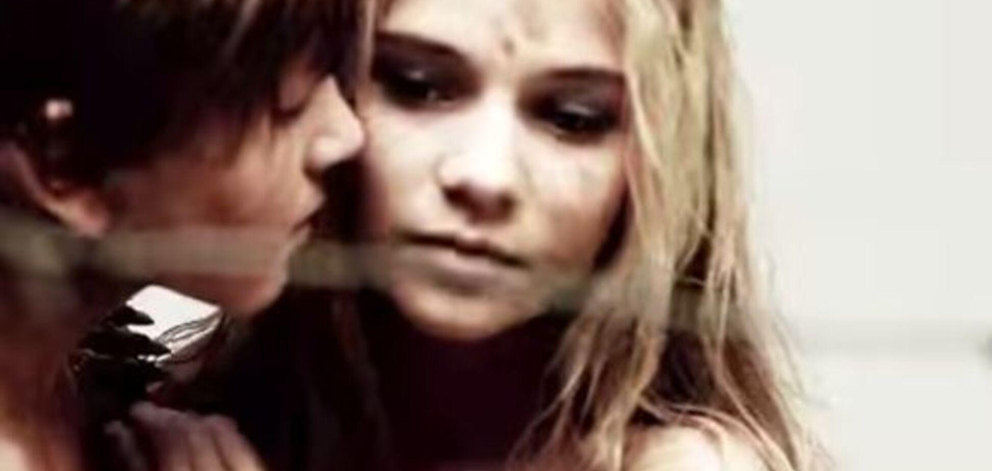 'Бджілки' відпочивають: у Росії до Дня Перемоги зняли кліп з 12-річними дітьми, що цілуються, і Сталіним