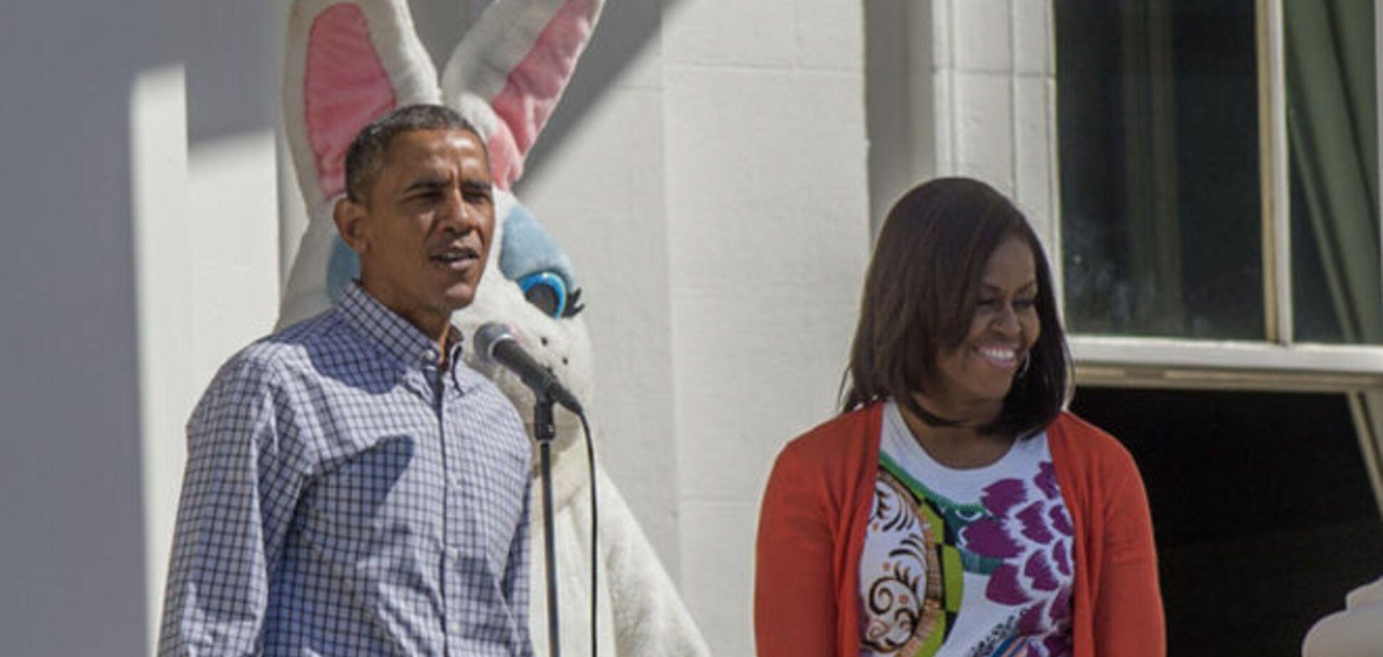 'Катание яиц' в Белом доме: Барак Обама с кроличьими ушами и танцующая Мишель