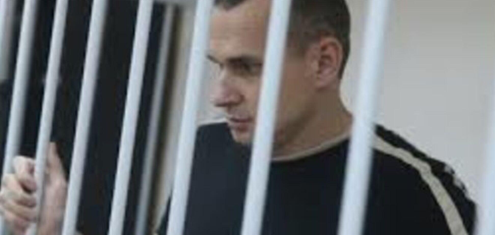 Сенцову продили арест еще на месяц