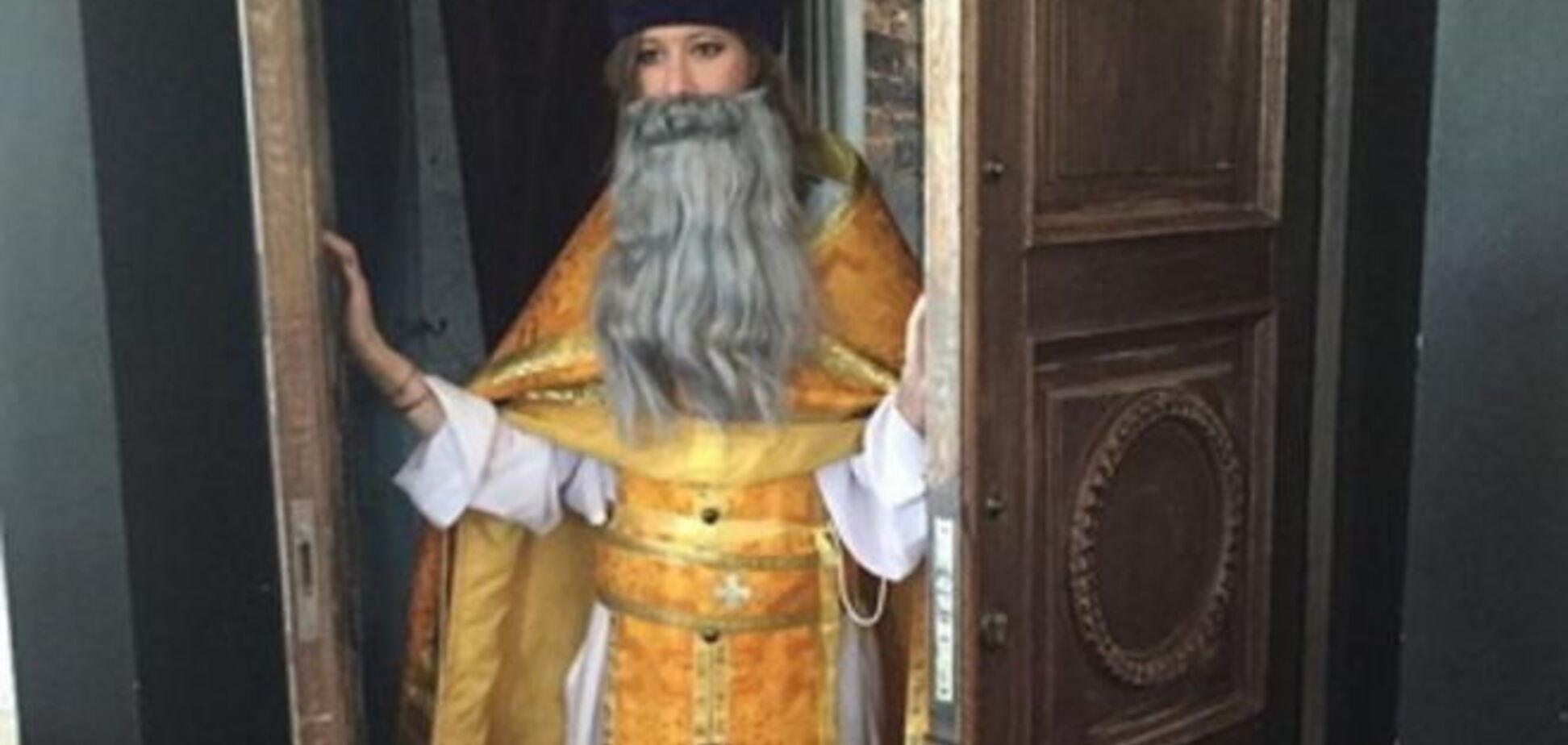 Собчак в рясе и с бородой 'взорвала' интернет: фотофакт