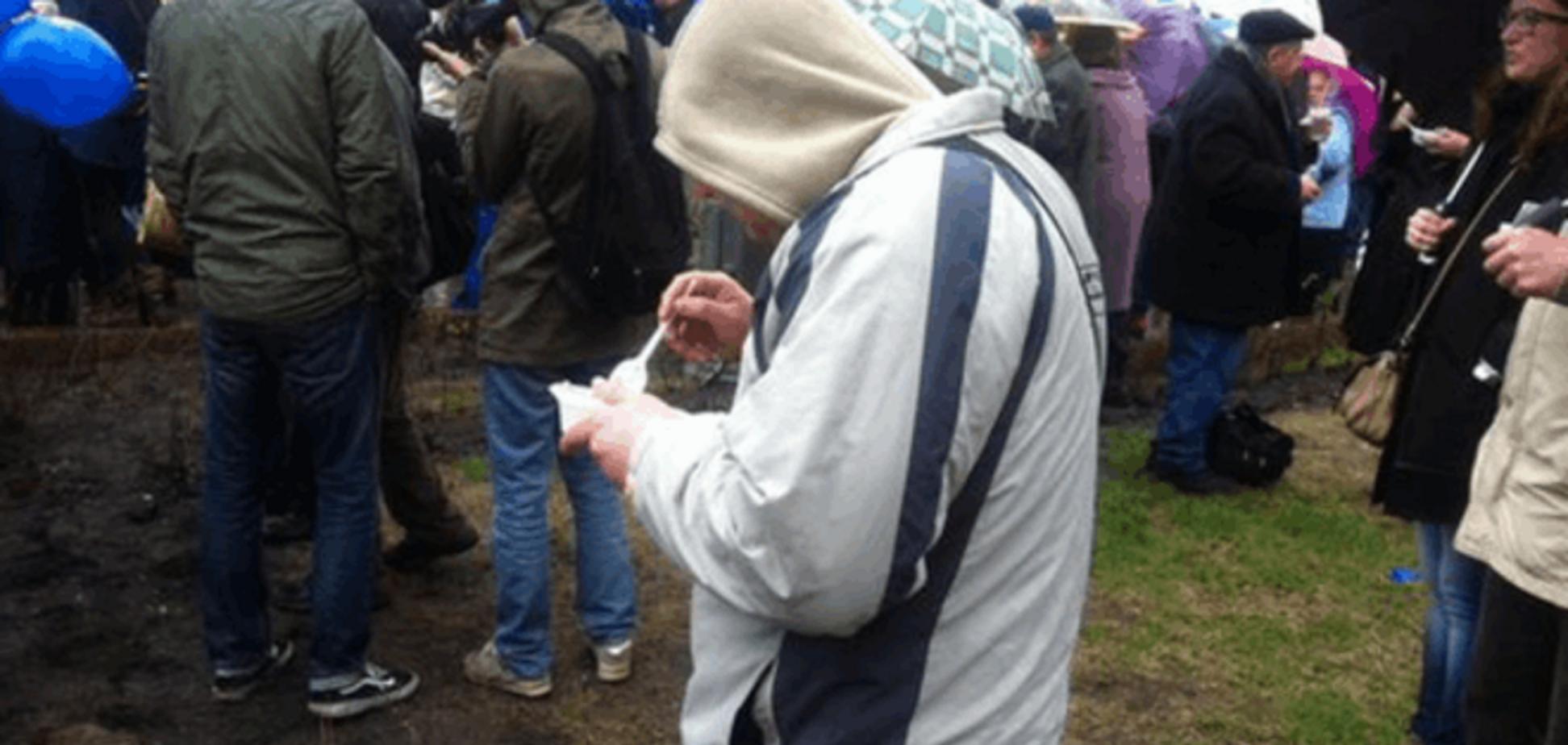 Москвичи 'кинули' Жириновского и побежали за бесплатной кашей: опубликованы фото