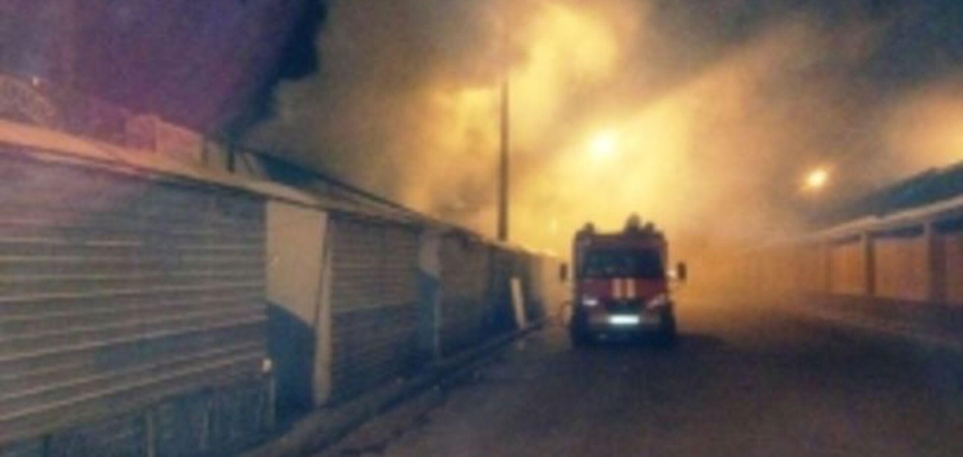 На территории рынка в Киеве произошел пожар