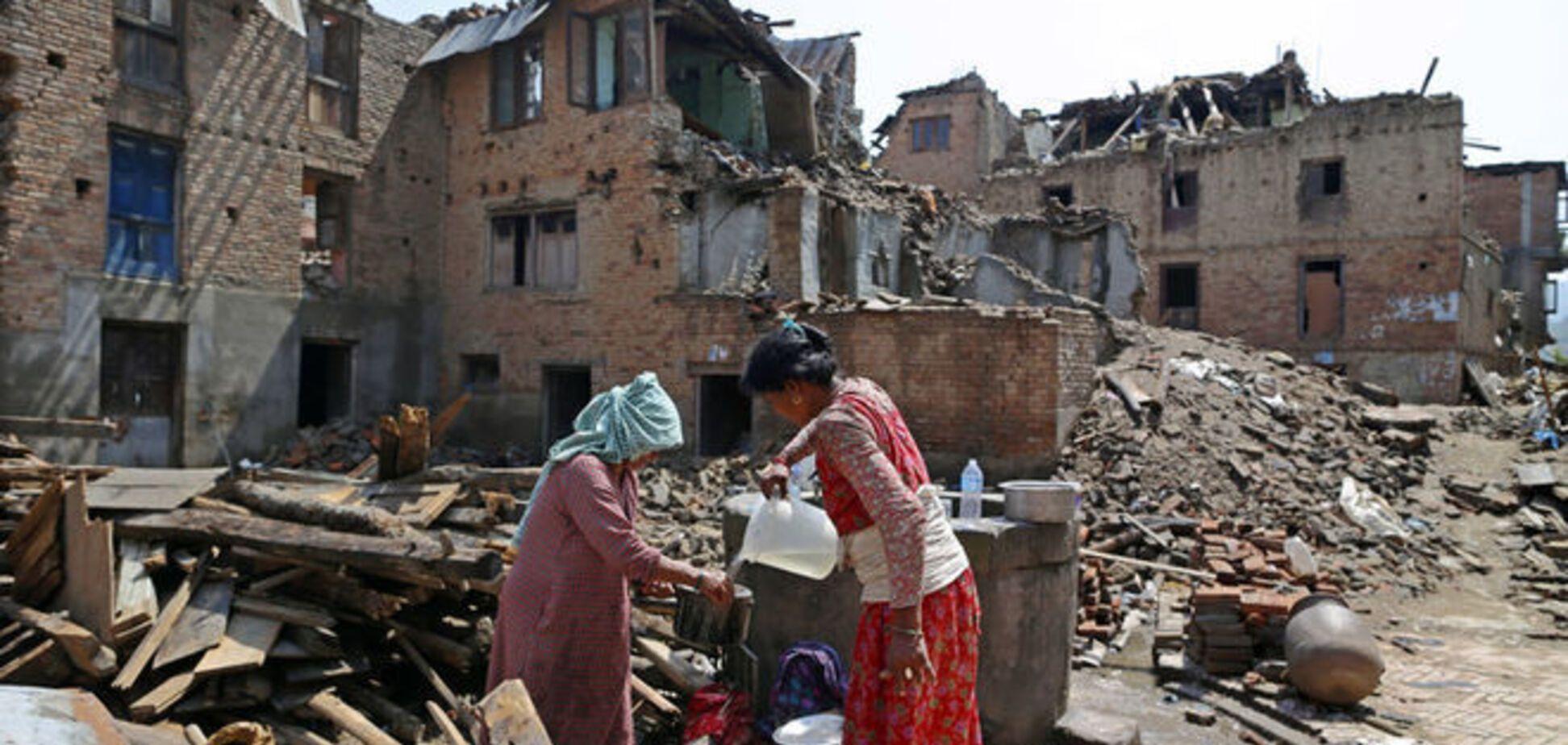 В Непале произошло новое мощное землетрясение: испуганные люди покинули свои дома