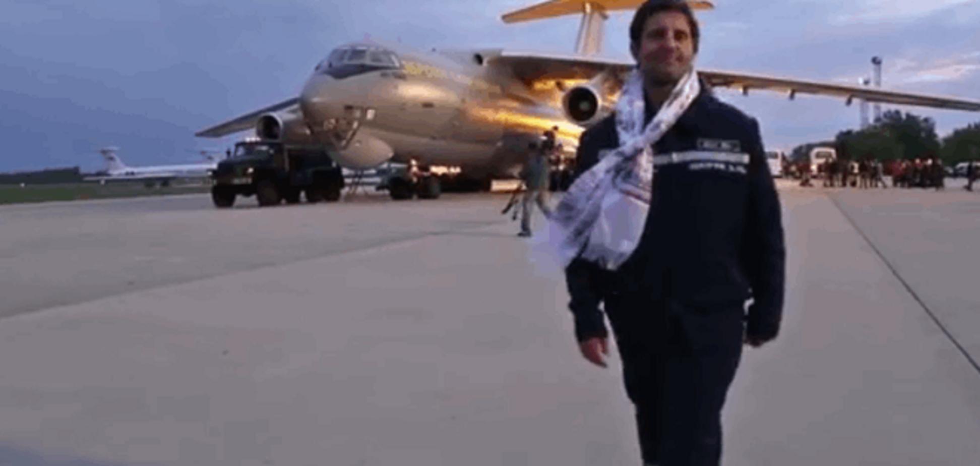 Епічна подорож! Опубліковано відео пророчих слів Шкіряка біля літака з Катманду