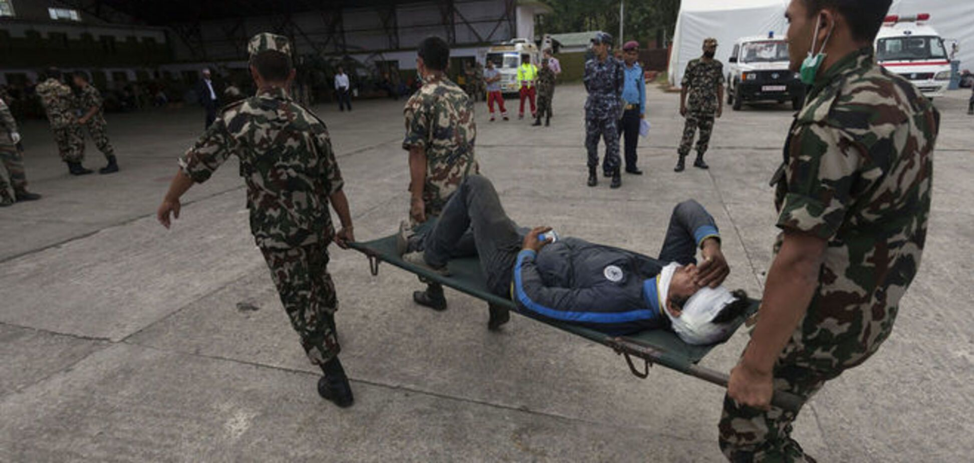 Землетрясение в Непале унесло жизни почти 100 человек