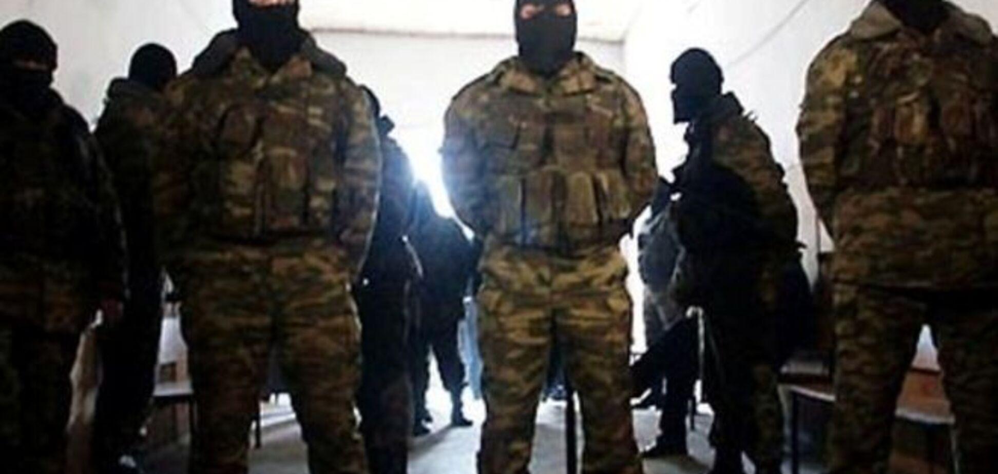 В прифронтовом Мариуполе люди в камуфляже избили семью