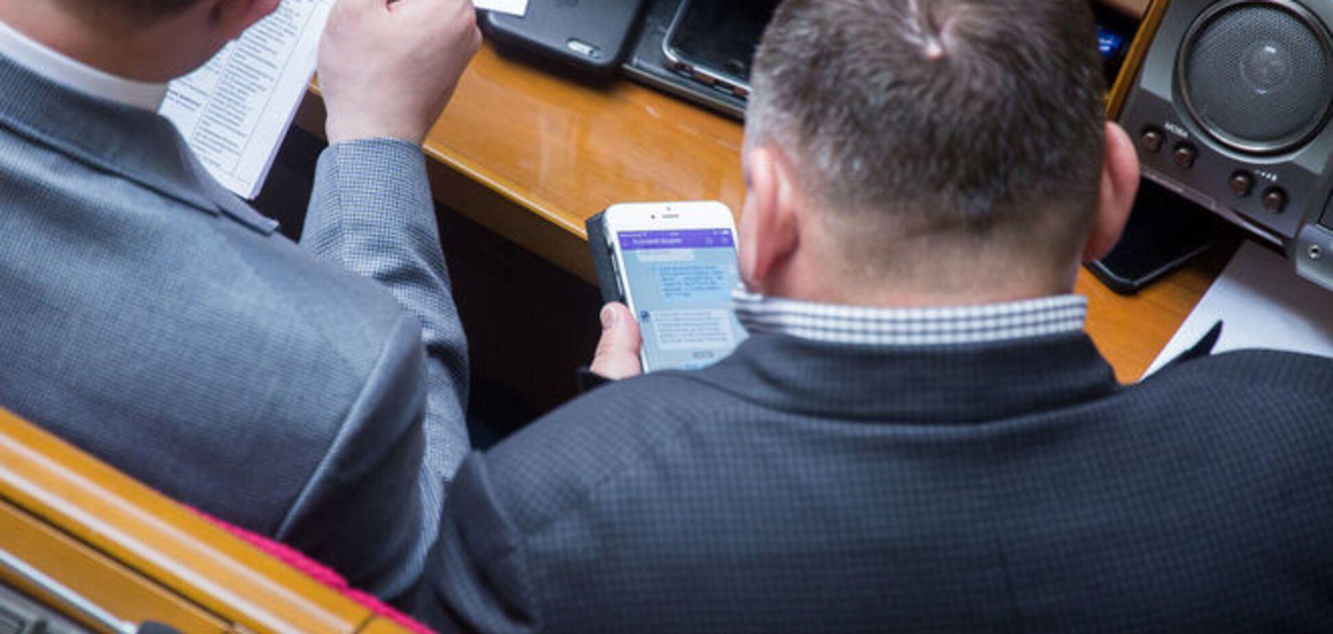 SMS-полювання в Раді: опубліковано листування по 'застряглих' грошах у банку Жеваго