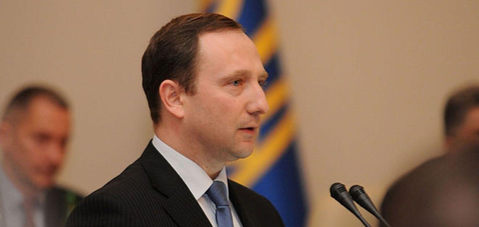 Губернатор Харківщини всю зарплату витрачає на перельоти?