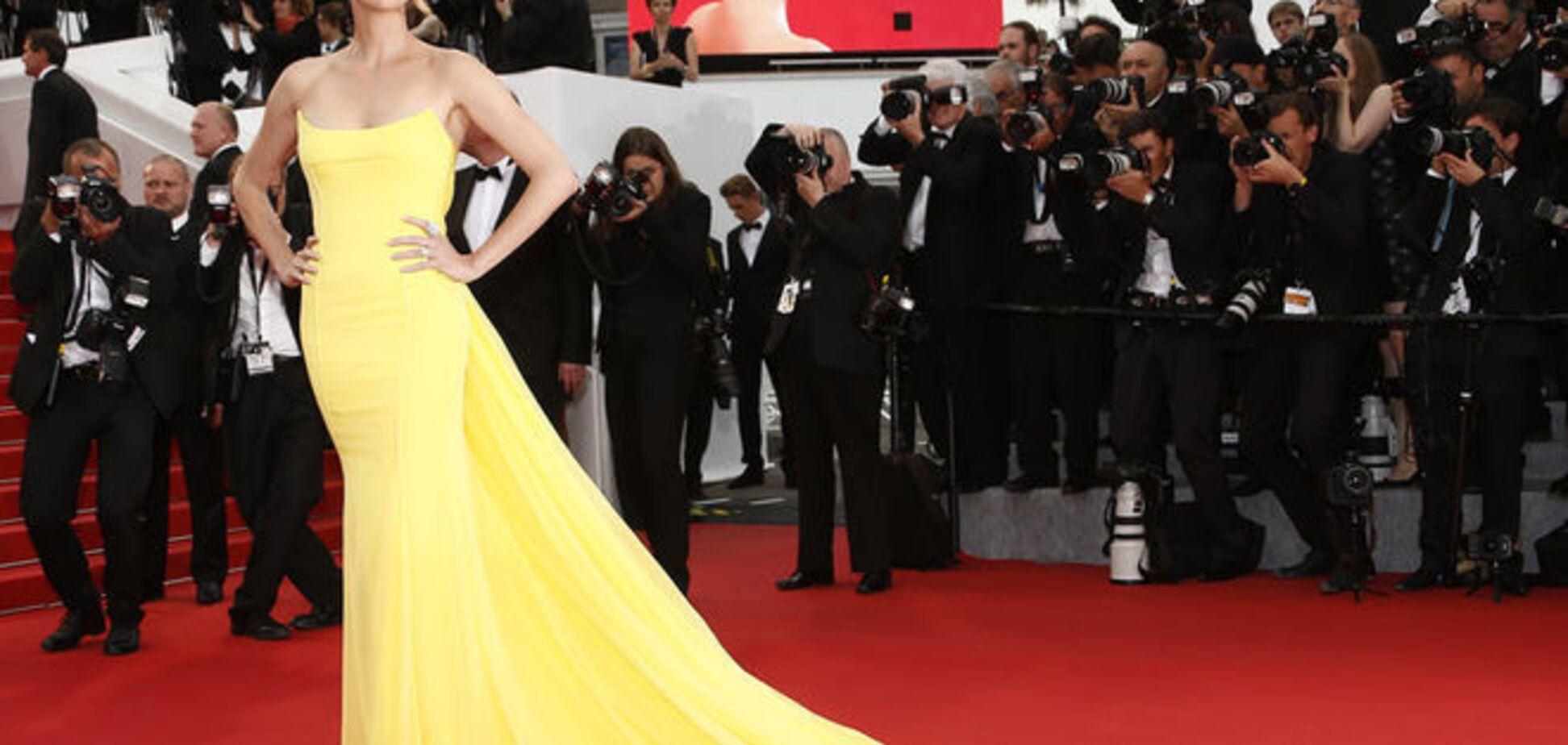 Невероятная красотка! 39-летняя Шарлиз Терон в желтом платье покорила Канны