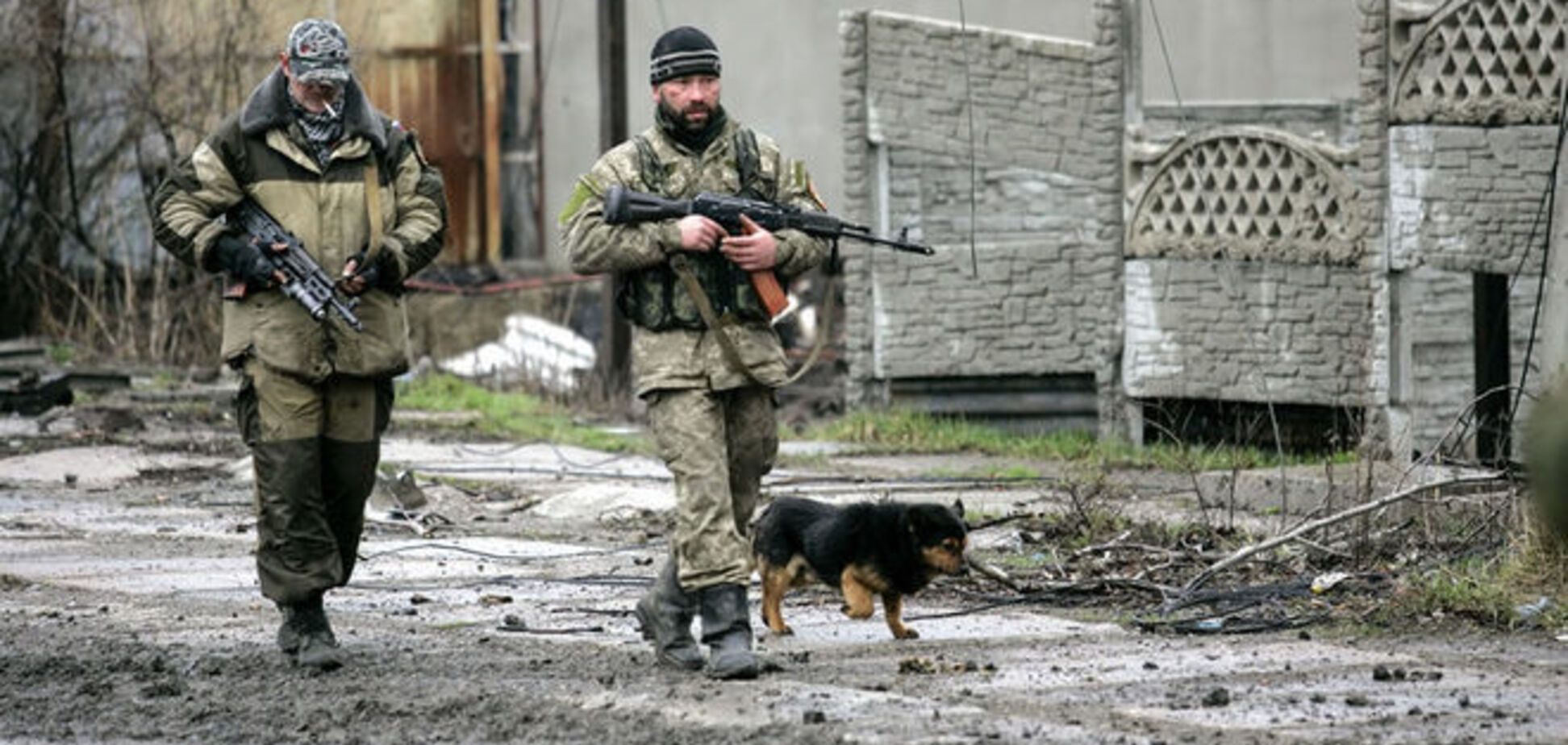 У пленных российских вояк отобрали бесшумные автоматы