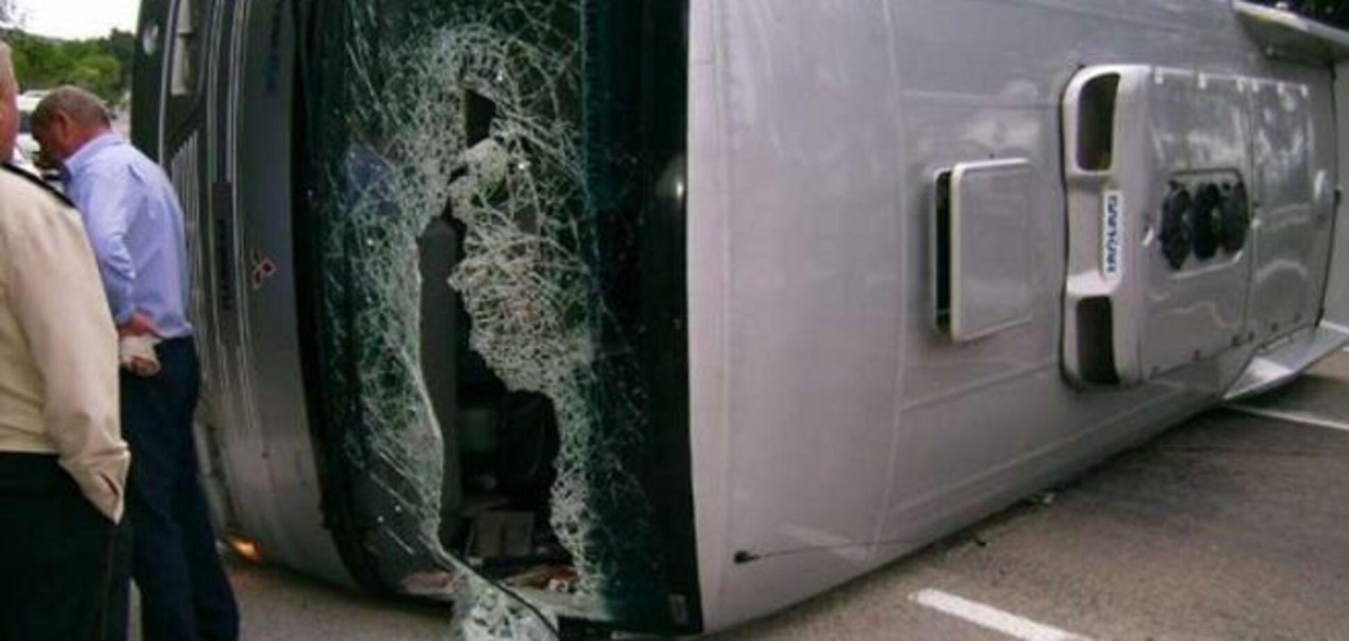 На Вінничині перевернувся рейсовий автобус: троє загиблих, десятки постраждалих