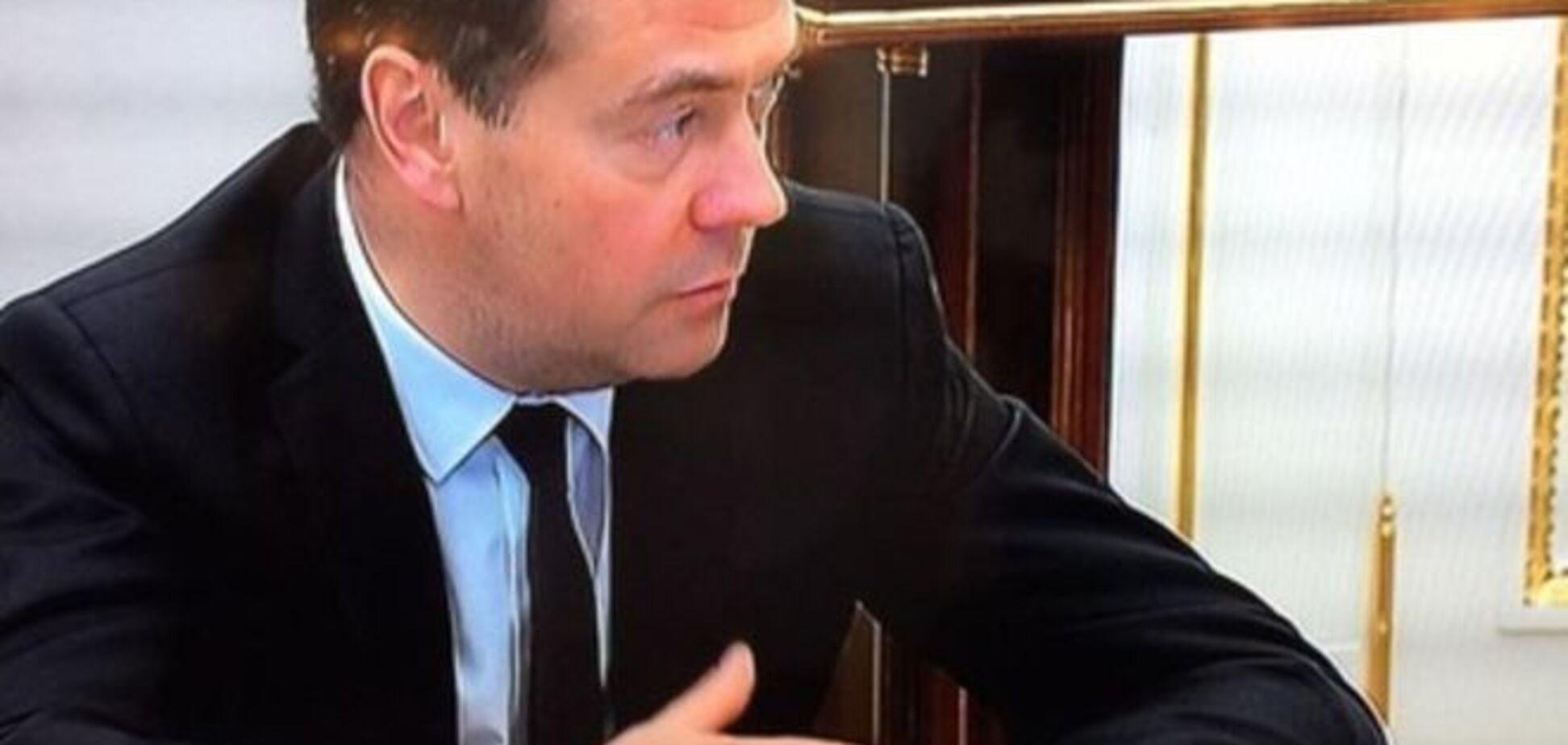 А как же санкции? Медведев пришел к Путину в часах Apple Watch: фотофакт