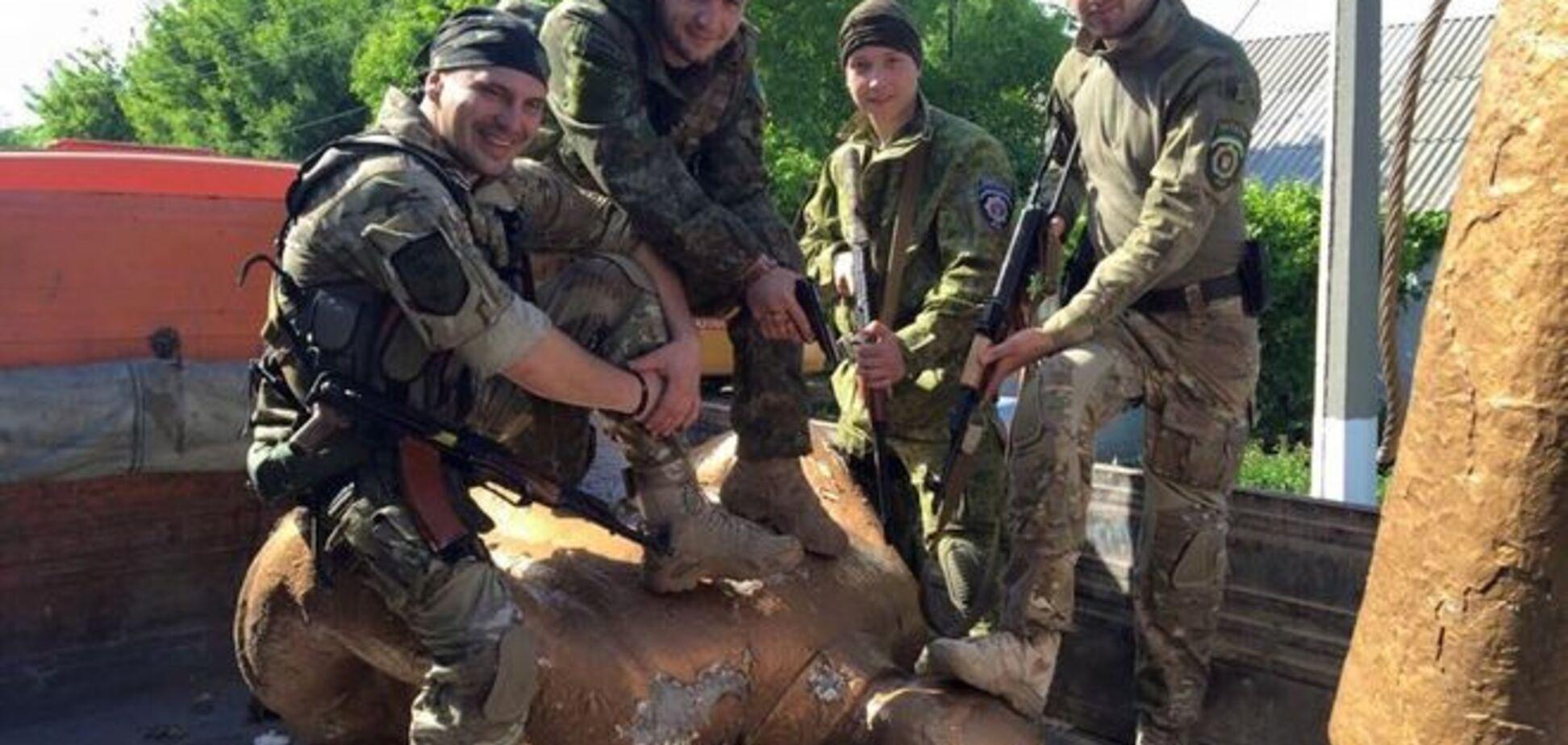 Бойцы 'Киев-1' в Курахово без насилия и давления разобрались с Лениным: опубликованы фото
