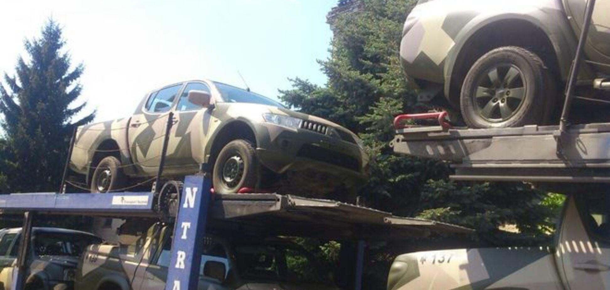 Бойцам АТО отправили новую партию боевых пикапов: фото машин