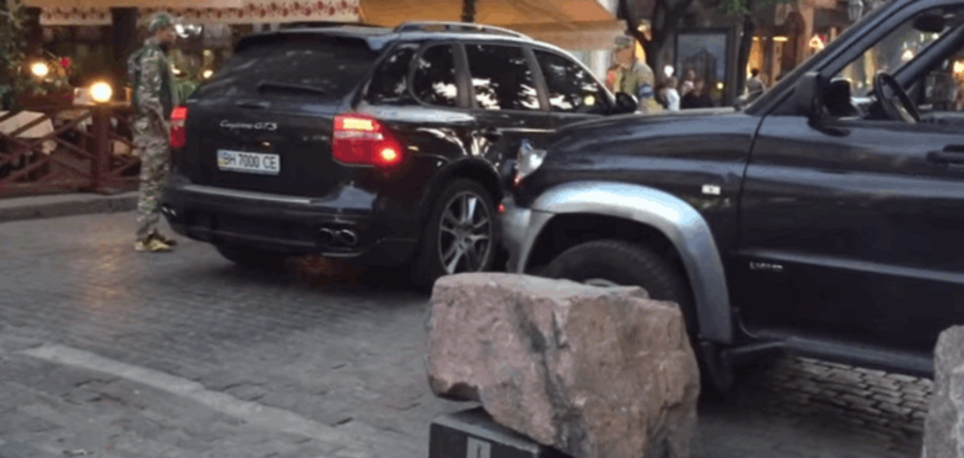 В Одесі ресторатор таранив своїм Porsche пішоходів: відеофакт
