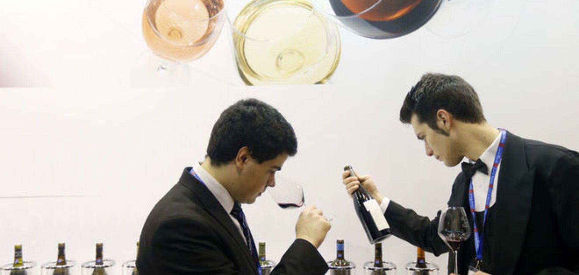 Напиток для дураков: Vox высмеял ценителей дорогого вина