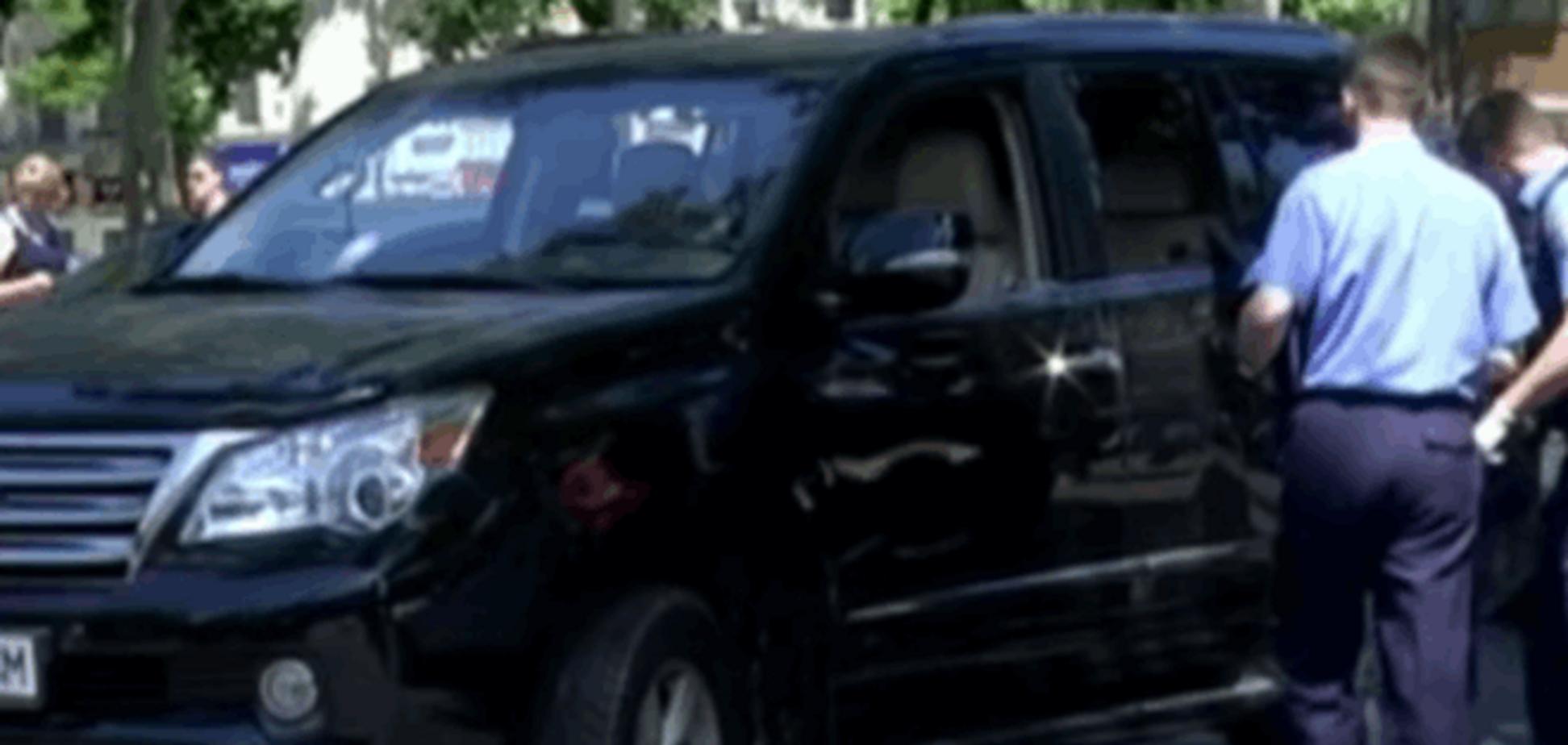 У центрі Одеси пограбували водія прямо за кермом 'Лексуса'