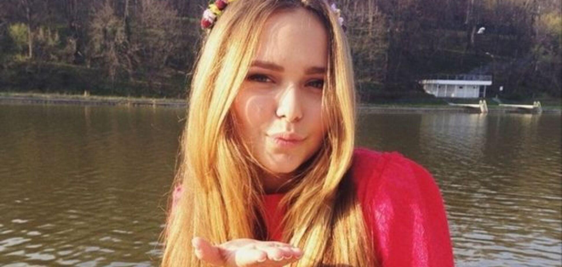 Дочь Дмитрия Маликова пришла на школьный последний звонок в мини-платье