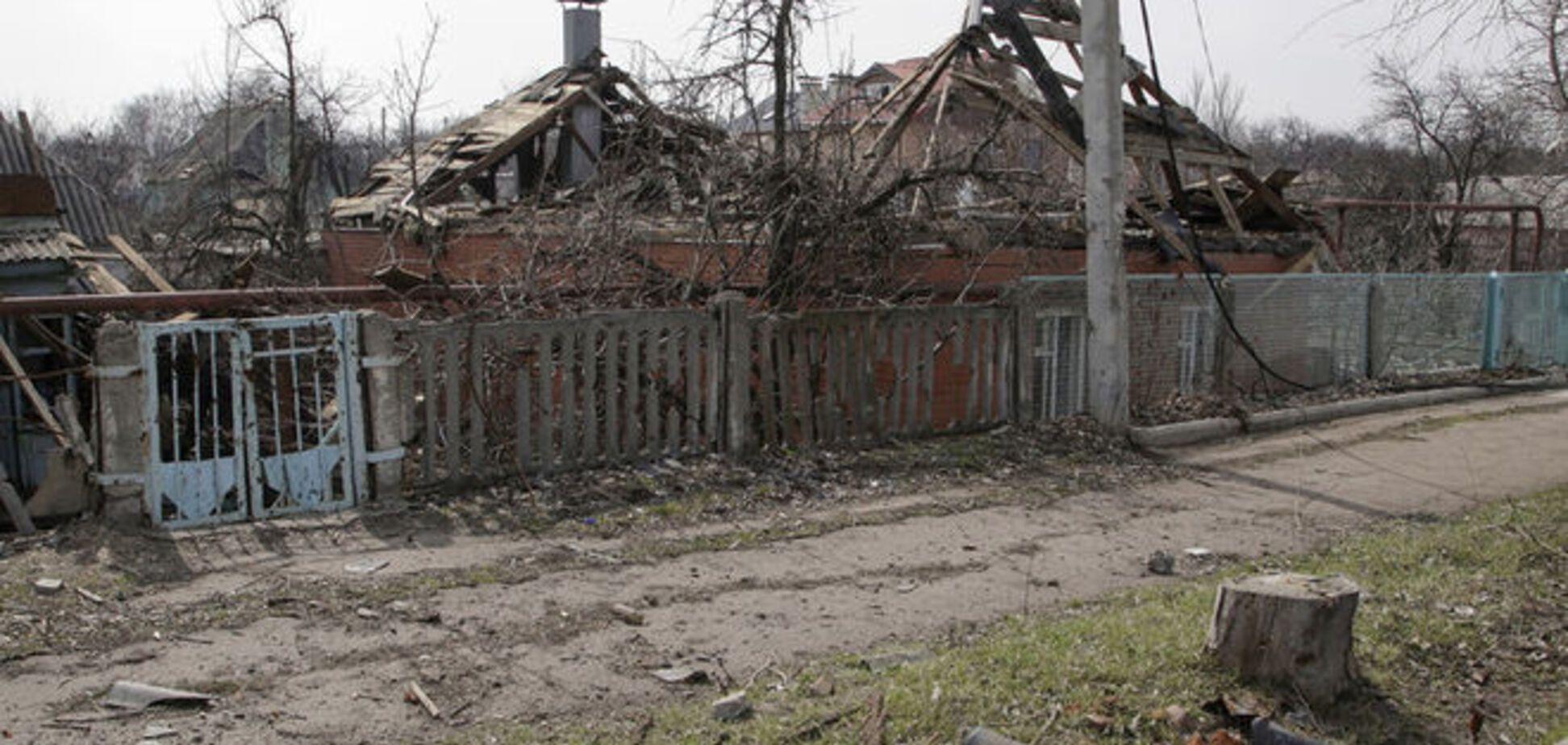 Террористы обстреляли санитарный автомобиль в Луганской области