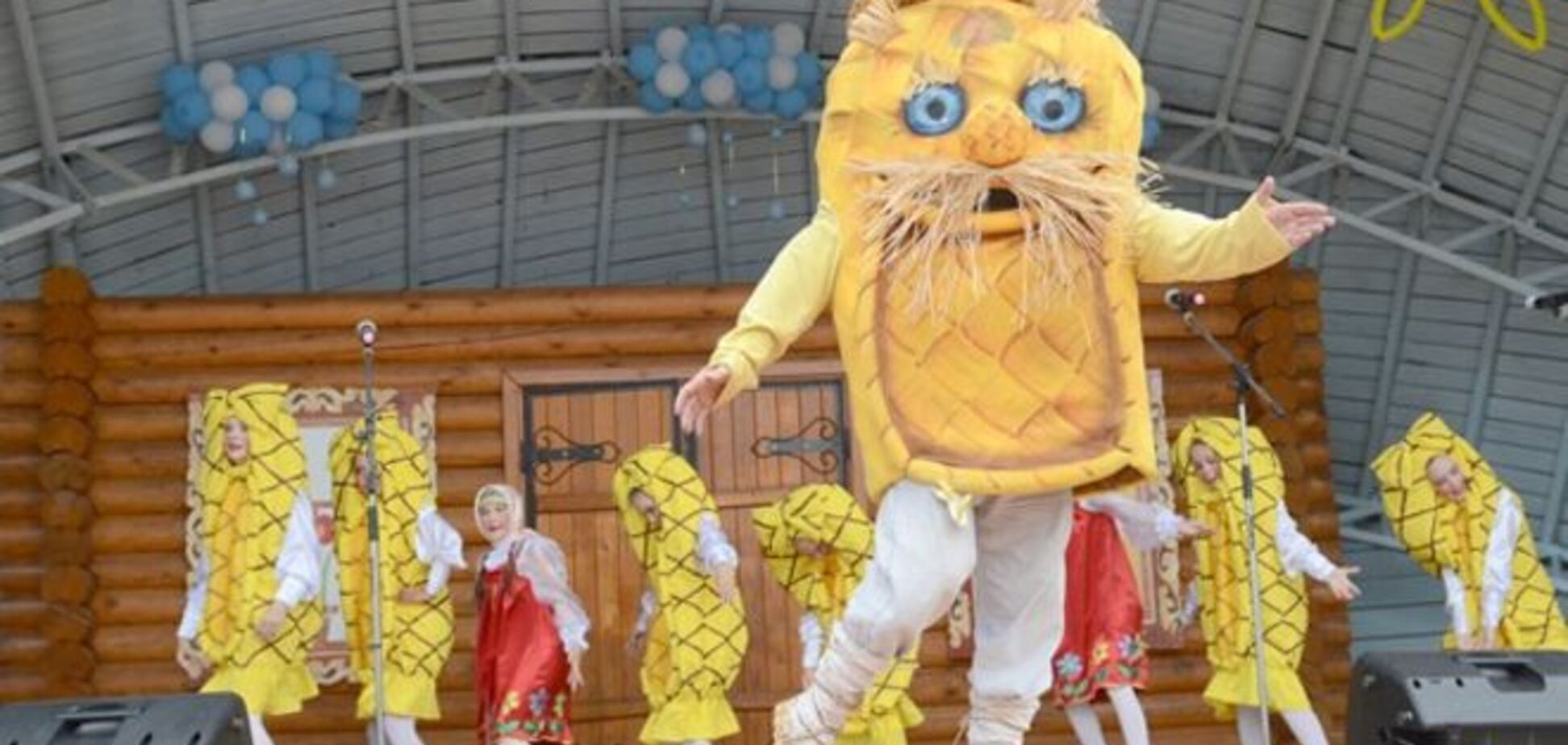 Кому что! В России по параду вышиванок ударили 'Вятским лаптем'
