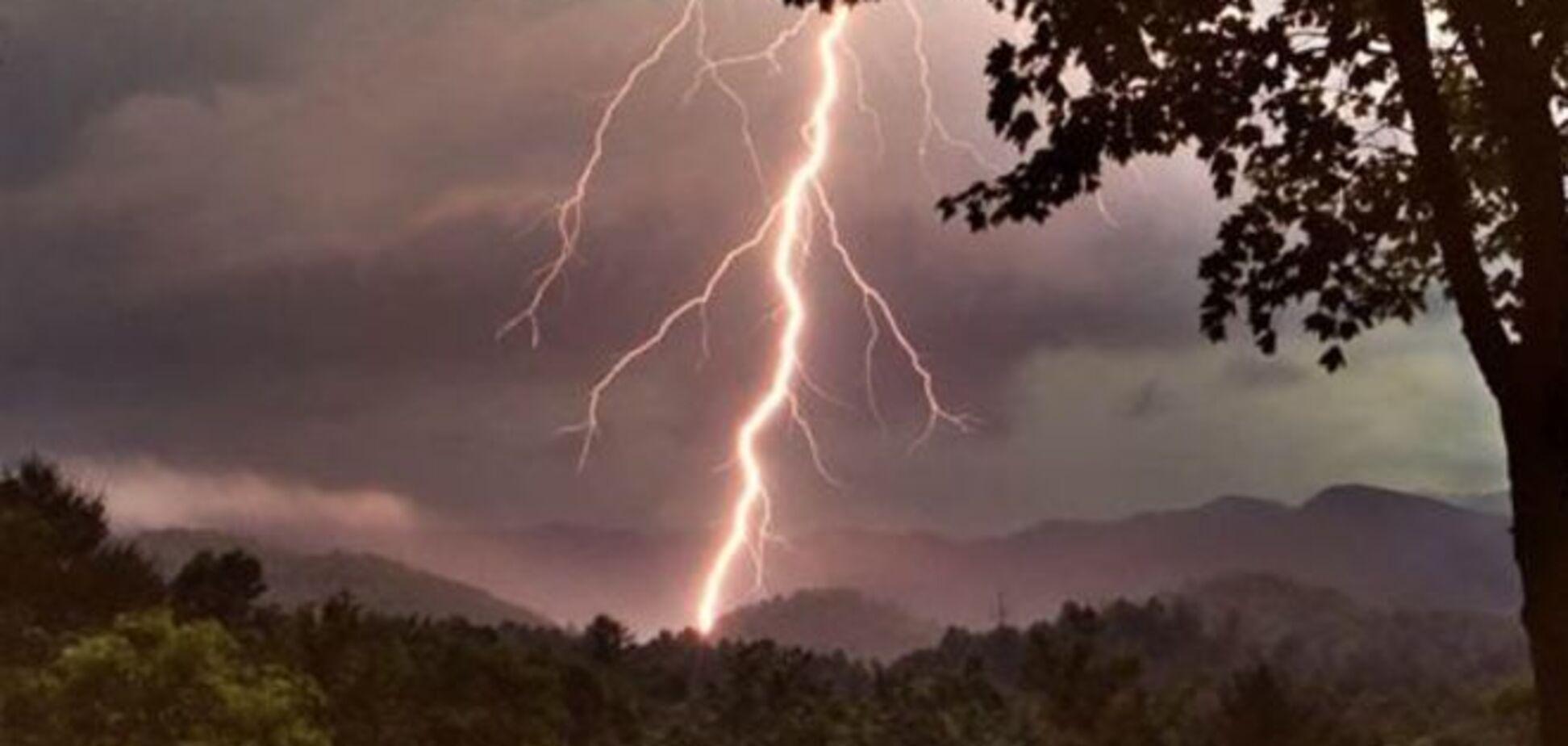 Подробиці чуда в Карпатах: блискавка 'прошила' з голови до п'ят трьох туристів - всі живі