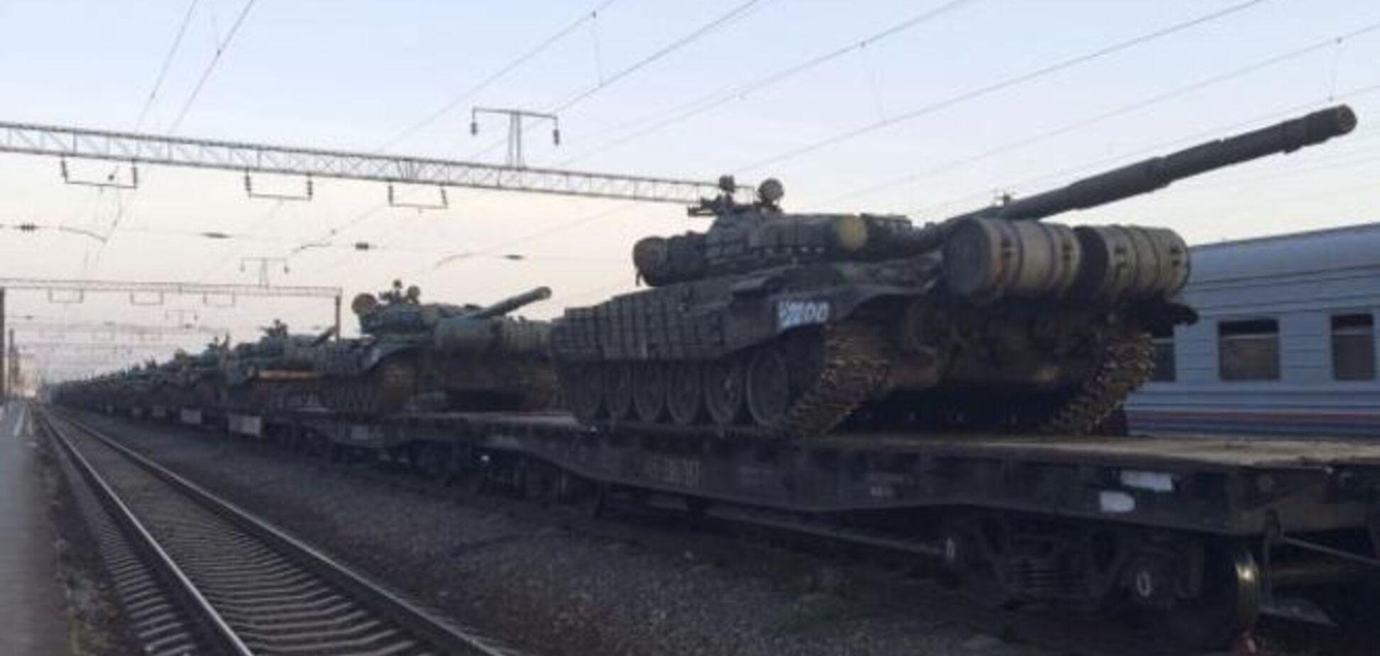 Росія накопичила сотні одиниць техніки та тисячні війська біля кордону з Україною - Reuters