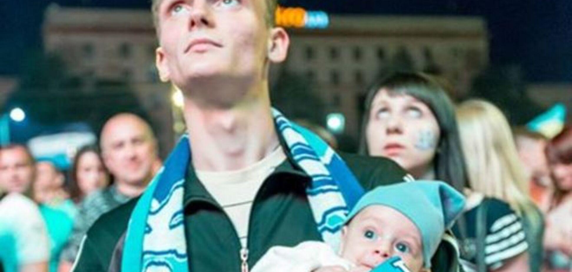 От мала до велика. Как Украина болела за 'Днепр' в финале Лиги Европы: впечатляющее фото