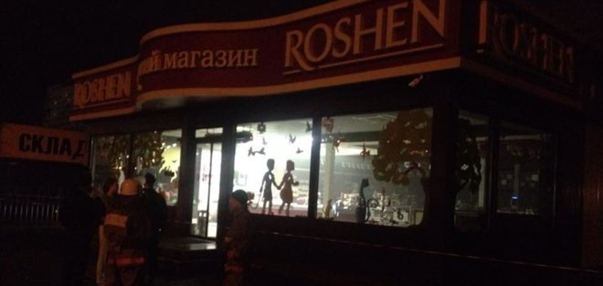 В Киеве на Оболони взорвали магазин ROSHEN. Фото и видео с места события