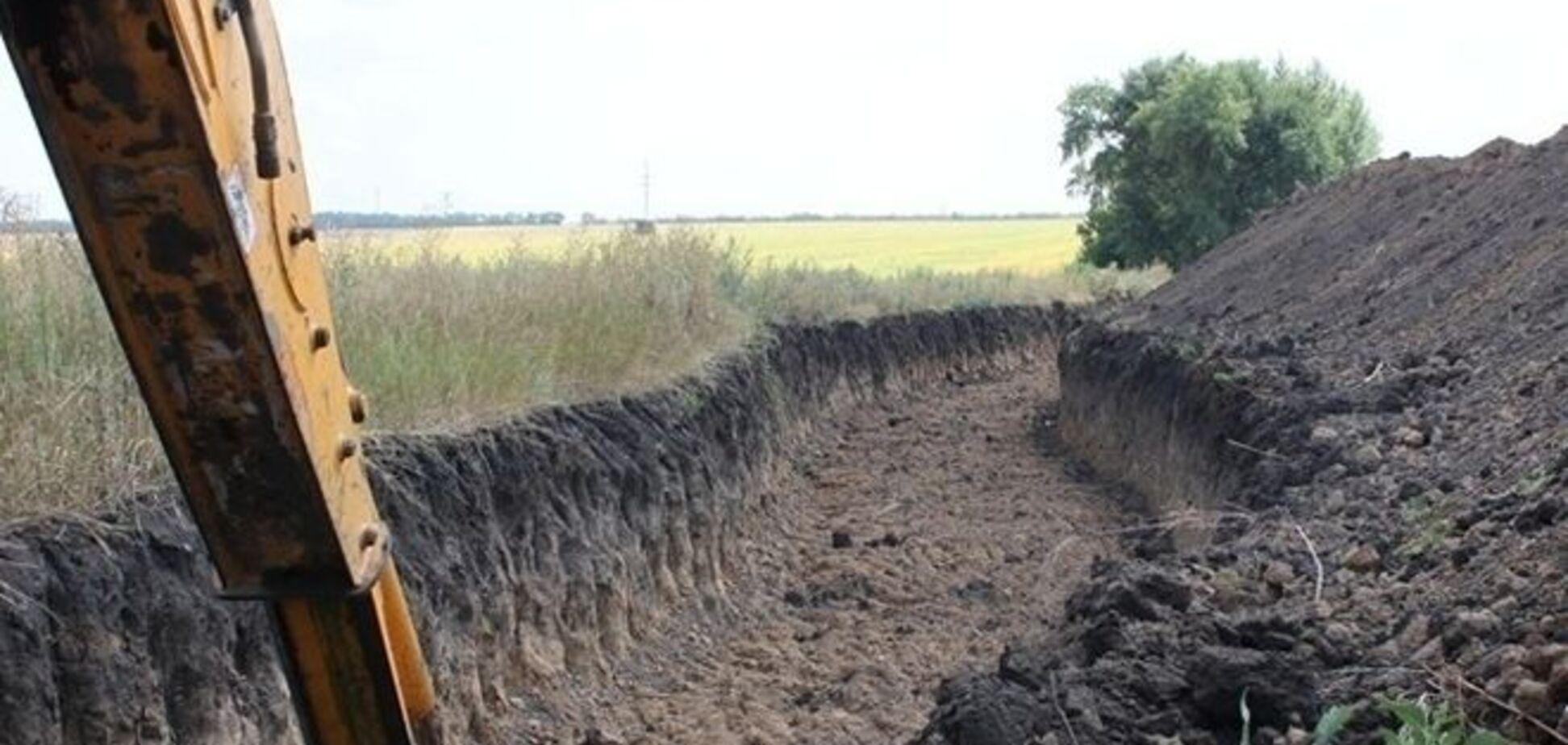 В России объяснили, зачем вырыли ров на границе с оккупированным Донбассом