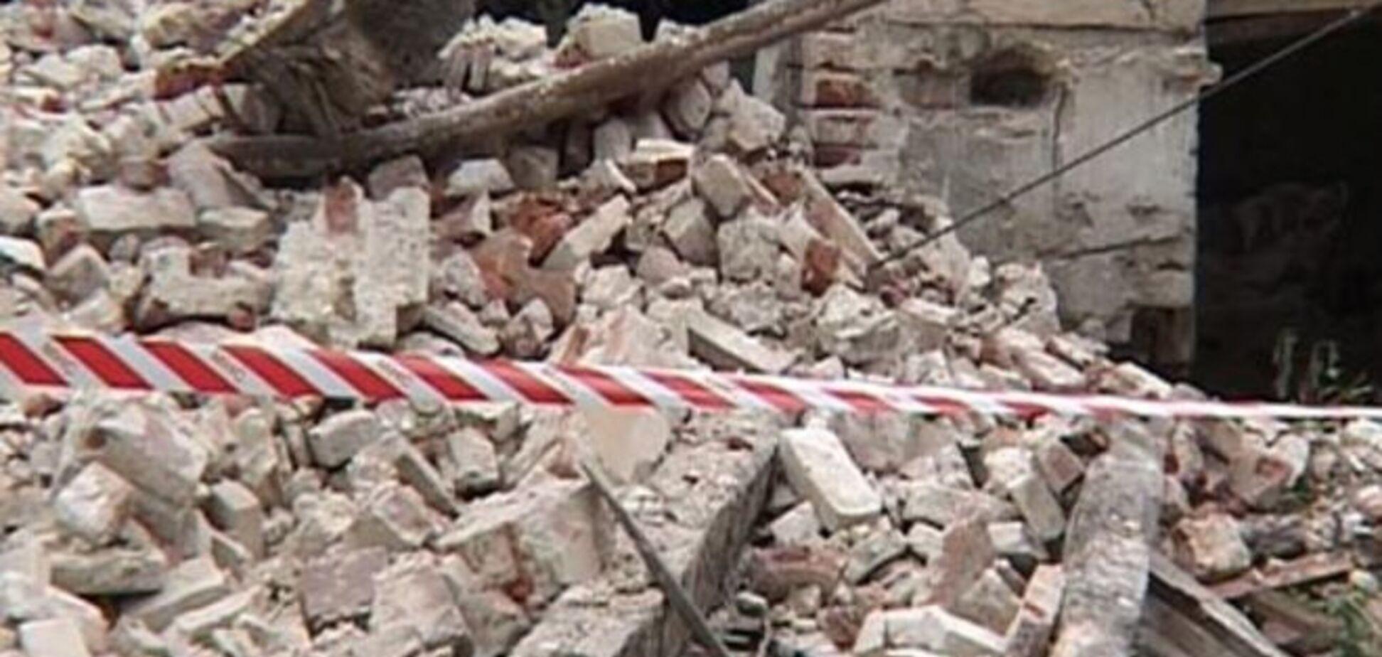 Под Киевом 12-летнего ребенка завалило стеной сарая