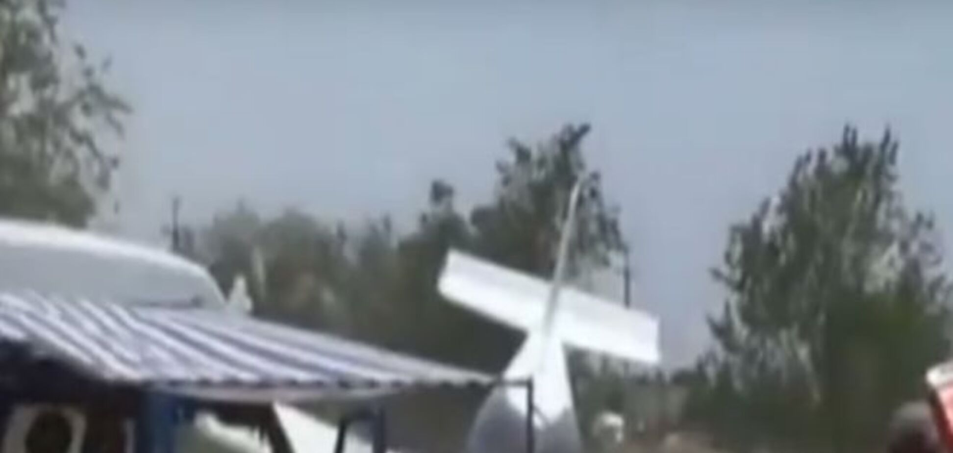В России рухнул самолет. Опубликовано видео крушения