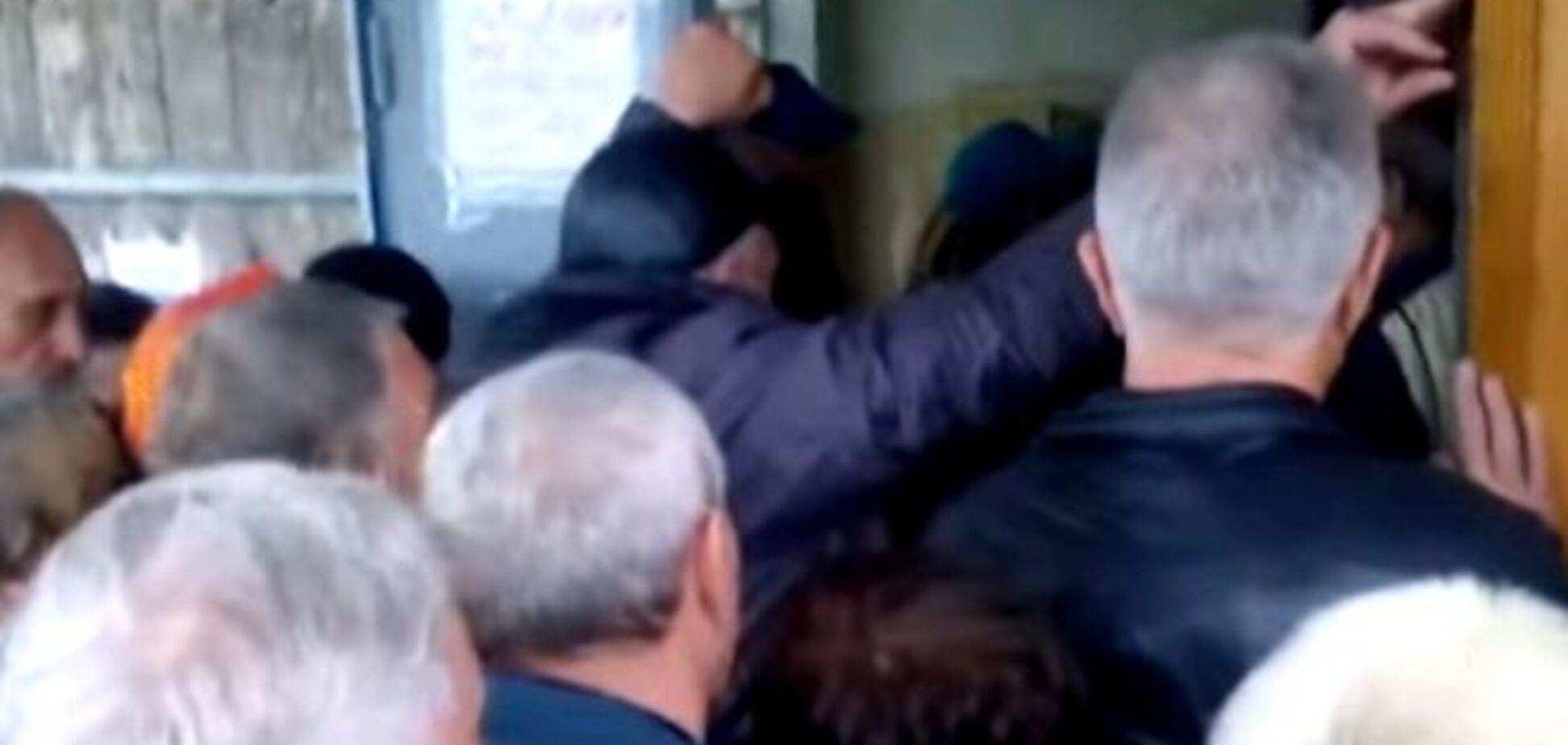 'СРСР 2.0'. У Луганську утворилася тиснява в черзі за пенсією: Відеофакт
