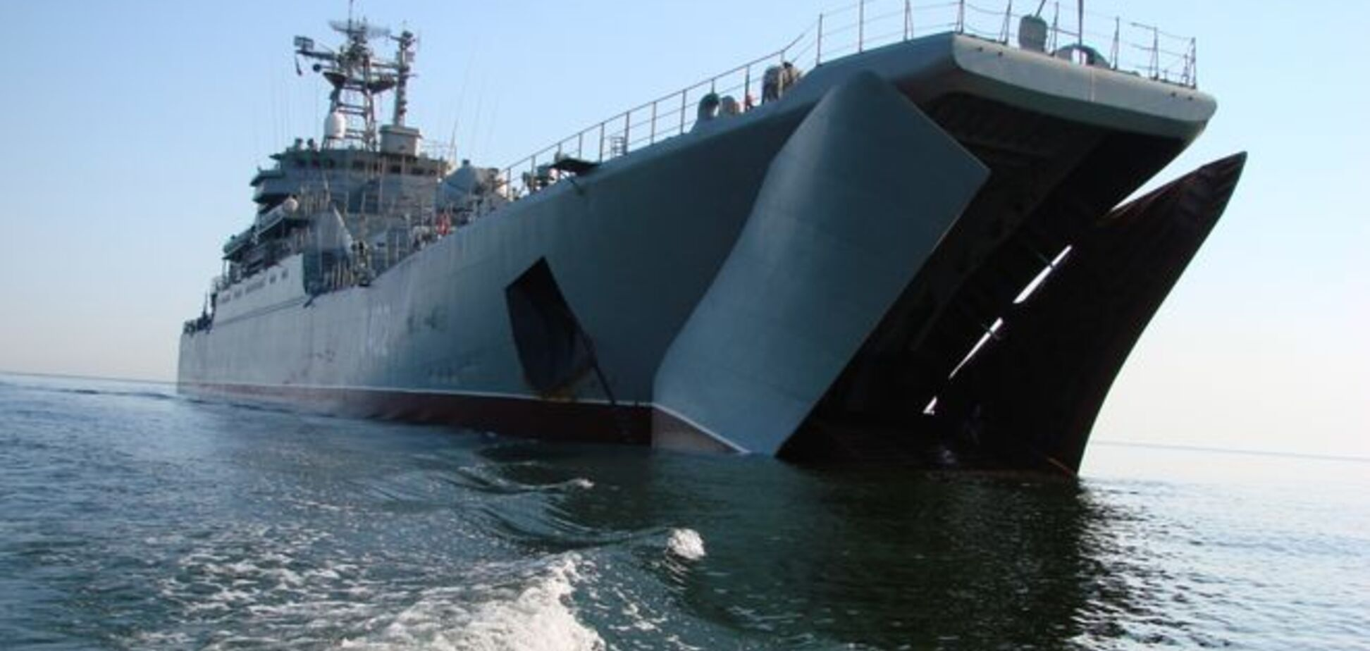 Великий десантний корабель Чорноморського флоту Росії увійшов до Керчі