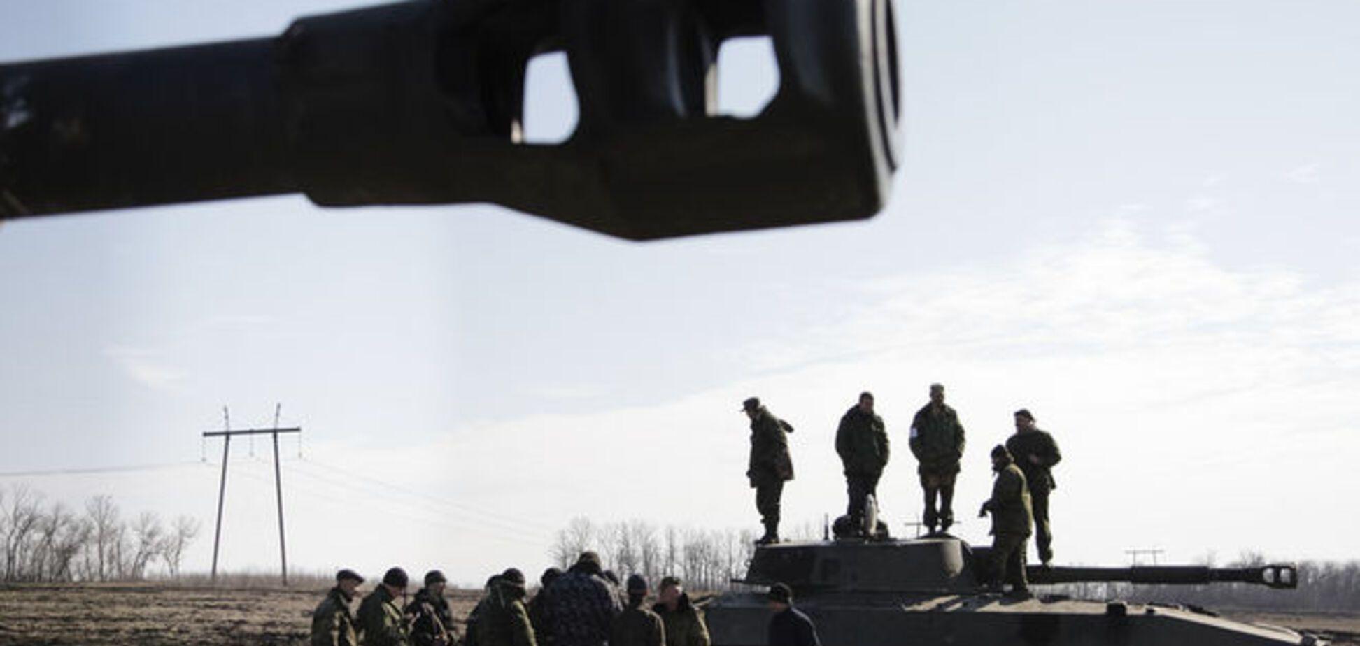 На Донбасі бойовики відкрито виводять на передову важке озброєння