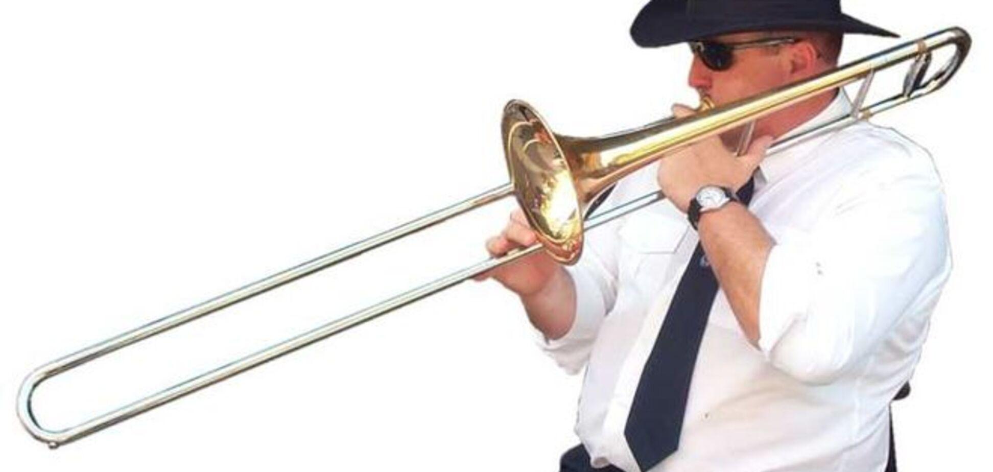 Музыкант нарушил гармонию концерта громким чихом... в тромбон: опубликовано видео