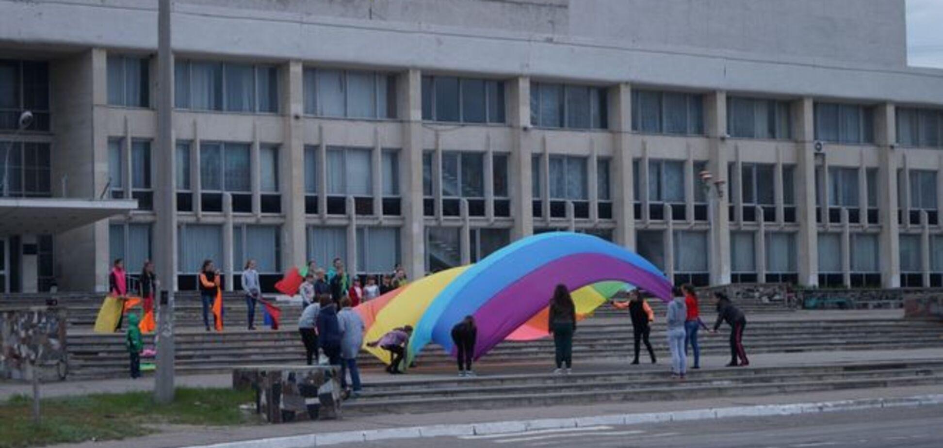 На Луганщине репетицию к 9 мая приняли за подготовку к гей-параду: фотофакт
