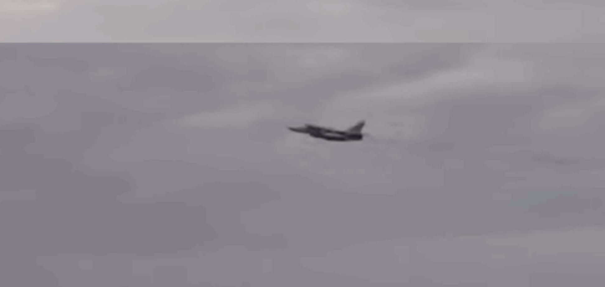 Как 'встретились' эсминец США и истребитель России: видеофакт
