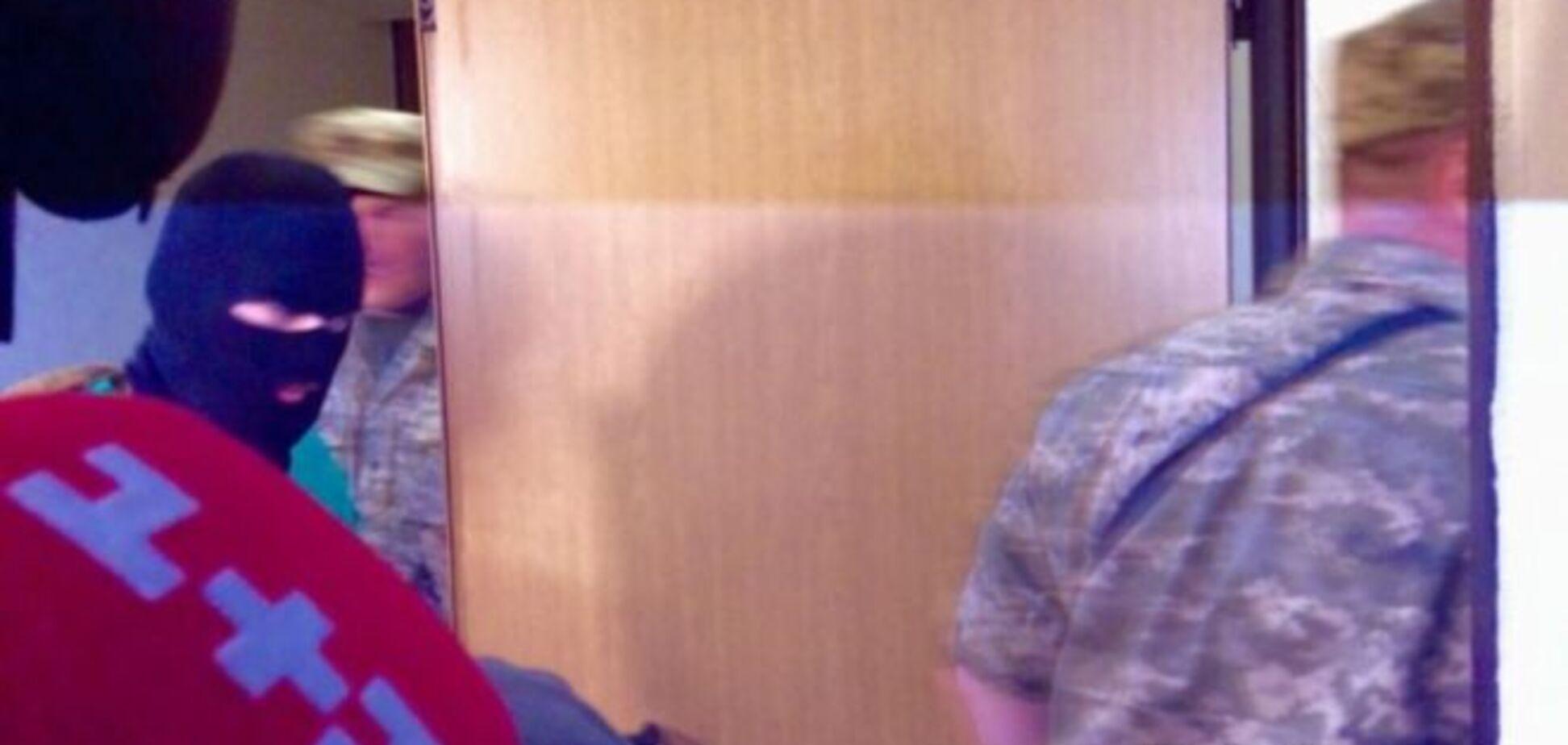 Суд по Ерофееву: Грушника привели в зал забинтованного и в балаклаве