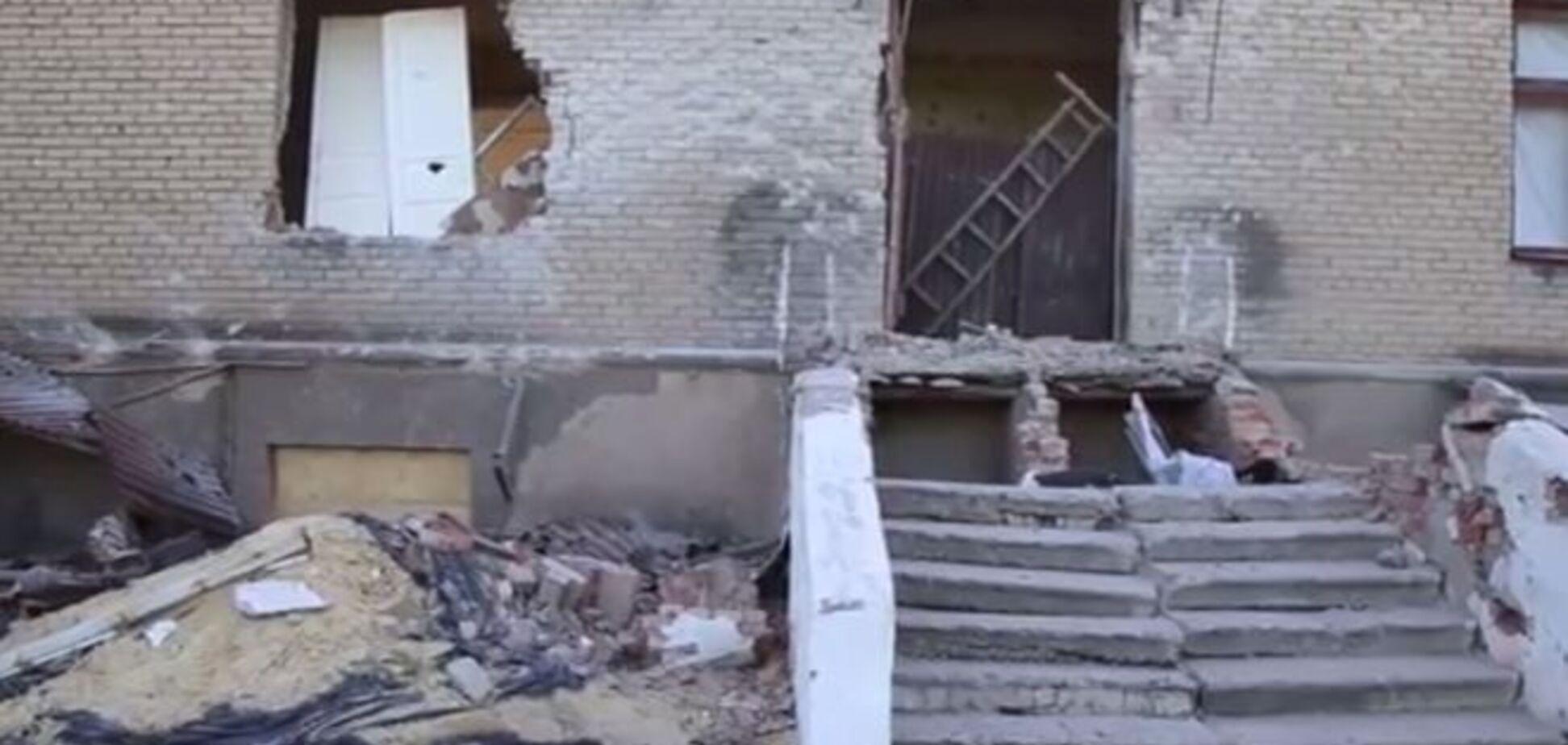 В Красногоровке террористы расстреляли школу из артиллерии: видеофакт