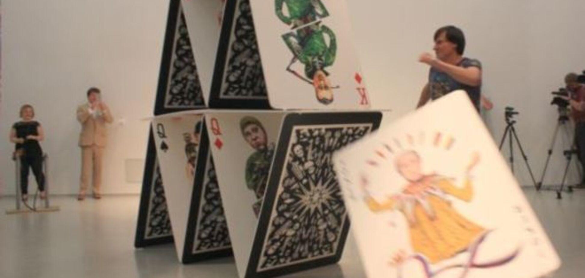 Карточный домик. Бывший пленный 'ДНР' показал в Праге грядущий развал 'республик': фото и видео с выставки
