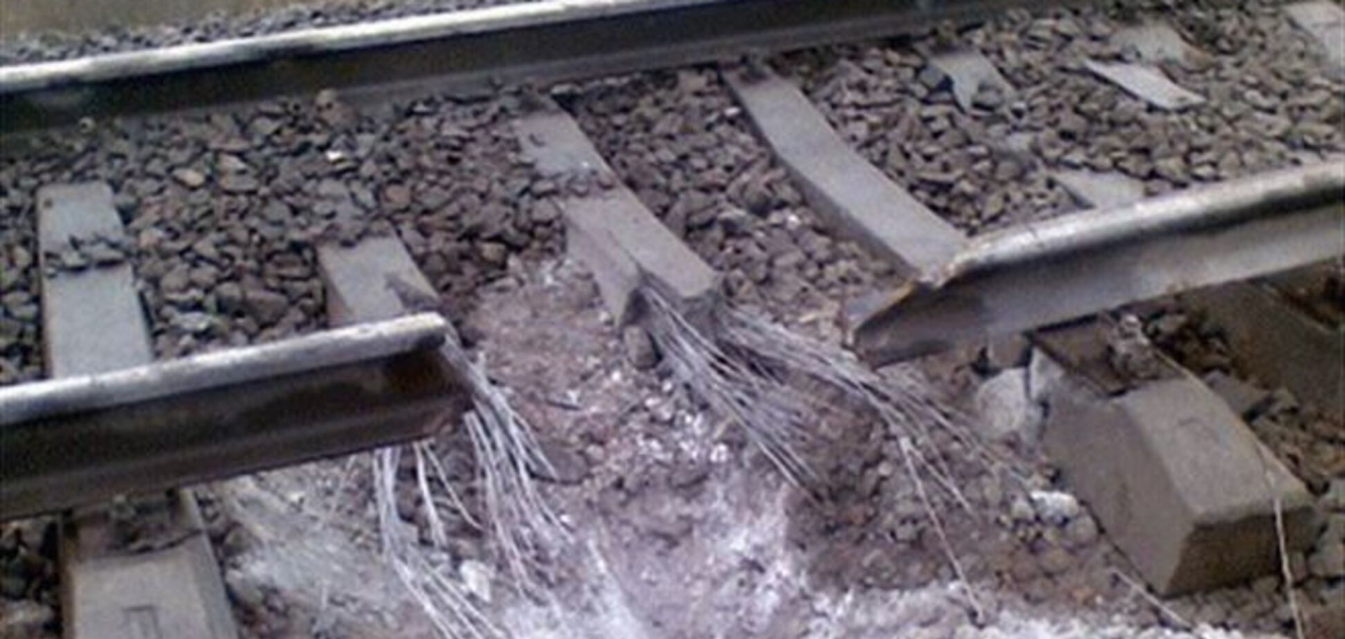 На Донбассе под грузовым поездом произошел взрыв